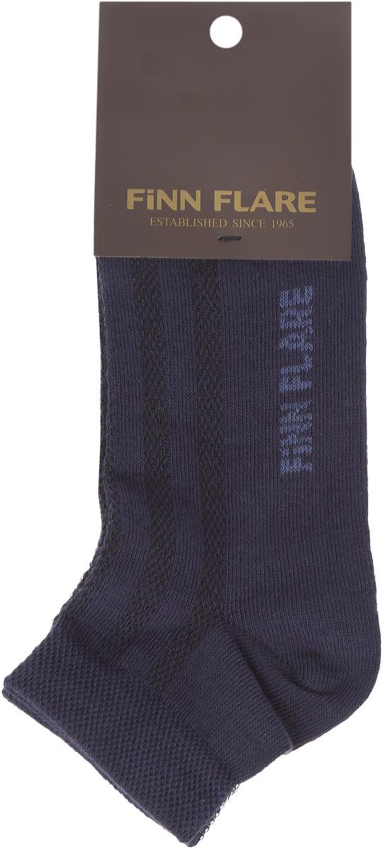 B16-11122Удобные носки Finn Flare, изготовленные из высококачественного комбинированного материала, идеально подойдут для занятий спортом и фитнесом. Благодаря содержанию мягкого хлопка в составе, кожа сможет дышать, а эластан позволяет носочкам легко тянуться, что делает их комфортными в носке. Эластичная резинка плотно облегает ногу, не сдавливая ее, обеспечивая комфорт и удобство. Укороченные носки великолепно подойдут к вашей спортивной обуви.