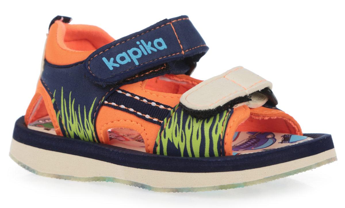 Сандалии для мальчика. 8205082050Модные сандалии от Kapika не оставят равнодушным вашего мальчика! Модель изготовлена из полимерного материала контрастных цветов и оформлена сбоку оригинальным принтом. Удобные застежки-липучки, одна из которых дополнена символикой бренда, надежно зафиксируют ножку вашего малыша и отрегулируют нужный объем. Подкладка, выполненная на 80% из хлопка, и стелька из ЭВА материала, оформленная яркими изображениями машинок, обеспечат комфорт и уют. Задник украшен декоративным ярлычком. По бокам сандалии декорированы текстильной нашивкой. Максимально комфортная подошва дополнена рифлением, предназначенным для лучшей сцепки с поверхностью. Практичные и стильные сандалии будут незаменимы при походе на пляж. В комплект входит рюкзачок и маленькая машинка.