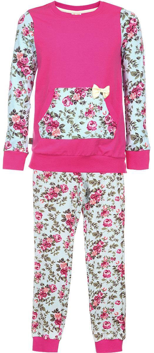 AW15-UAT-GST-152Пижама для девочки KitFox, состоящая из футболки с длинным рукавом и брюк, идеально подойдет вашему ребенку. Пижама выполнена из хлопка c добавлением эластана, она очень мягкая и приятная на ощупь, не сковывает движения и позволяет коже дышать, не раздражает даже самую нежную и чувствительную кожу ребенка, обеспечивая ему наибольший комфорт. Футболка с длинными рукавами и круглым вырезом горловины оформлена оригинальным цветочным принтом и дополнена нашивным карманом- кенгуру, декорированным атласным бантом. Вырез горловины и манжеты на рукавах дополнены трикотажными эластичными резинками. Брюки на талии имеют эластичную резинку и текстильный шнурок, благодаря чему они не сдавливают животик ребенка и не сползают. Модель оформлена нежным цветочным принтом. Пижама станет отличным дополнением к детскому гардеробу. В ней ваш ребенок будет чувствовать себя комфортно и уютно во время сна.