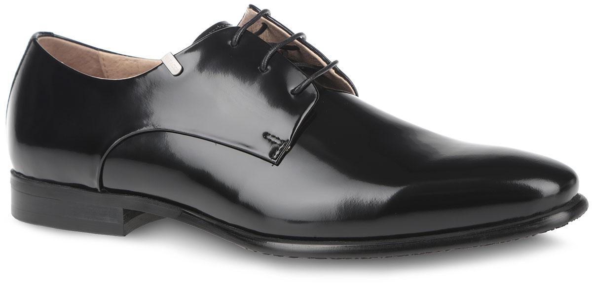 Туфли мужские. M23332M23332Элегантные мужские туфли от Vitacci займут достойное место в вашем гардеробе. Модель изготовлена из высококачественной гладкой натуральной кожи. Шнуровка надежно фиксирует модель на ноге. Подкладка и стелька из натуральной кожи комфортны при ходьбе. Низкий каблук и подошва с рифлением обеспечивают идеальное сцепление с любой поверхностью. Изысканные туфли не оставят равнодушным ни одного мужчину.
