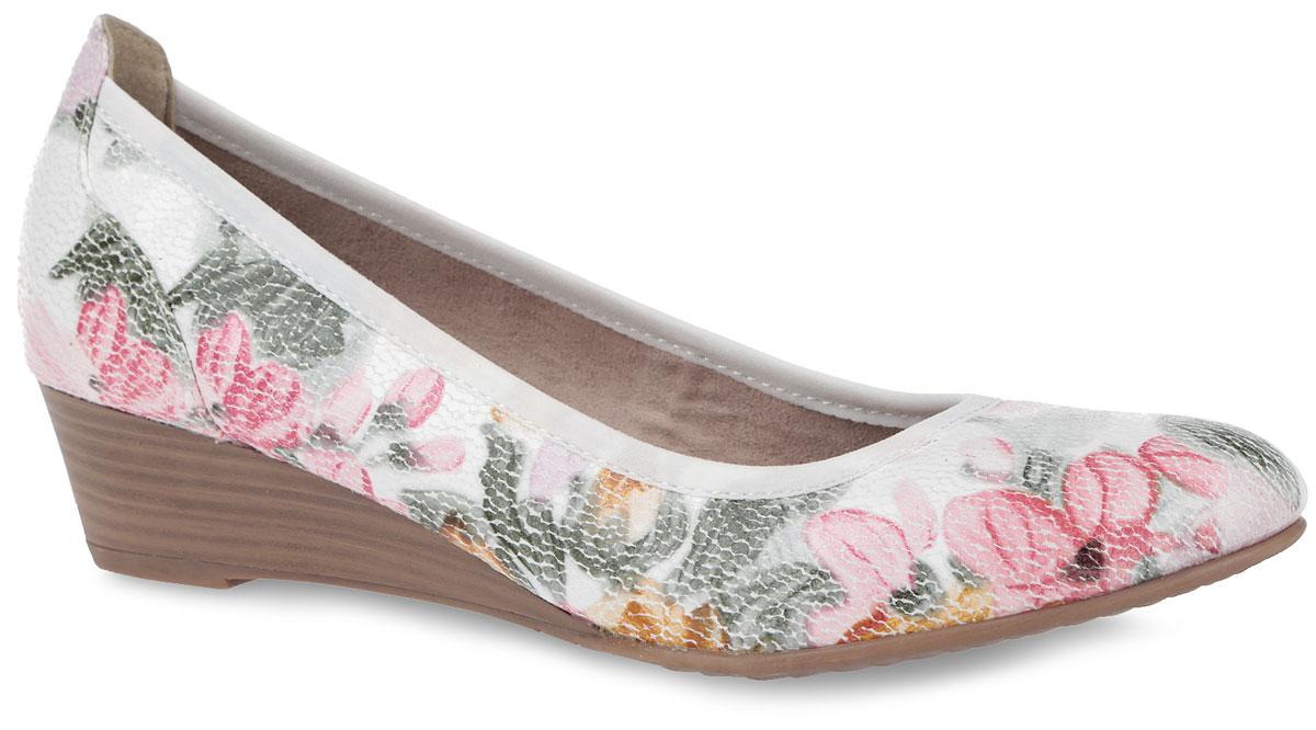 Туфли женские. 1-1-22304-26-5041-1-22304-26-504Оригинальные женские туфли от Tamaris заинтересуют вас своим дизайном! Модель выполнена из искусственных материалов и оформлена по верху цветочным принтом. По канту обувь дополнена текстильной нашивкой для лучшего прилегания к ноге. Округлый носок смотрится невероятно женственно. Подкладка, исполненная из текстиля, и мягкая стелька из искусственной кожи обеспечивают комфорт при движении. Невысокая танкетка, стилизованная под дерево, устойчива. Подошва оснащена рифлением для лучшей сцепки с поверхностью. Такие туфли займут достойное место в вашем гардеробе и подчеркнут ваш безупречный вкус.