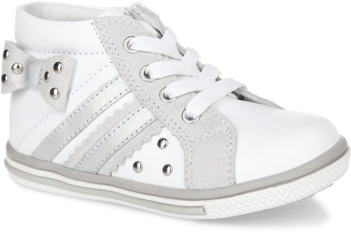 Ботинки для девочки. 52174-152174-1Стильные детские ботинки от Kapika приведут в восторг вашу маленькую дочурку. Модель выполнена из натуральной кожи. Подъем оформлен классической шнуровкой, с помощью которой можно регулировать объем, и металлическими люверсами. Кеды дополнены вставкой из спилка с блестящим напылением. Мягкая верхняя часть и подкладка, изготовленная из натуральной кожи, обеспечивают дополнительный комфорт и предотвращают натирание. Антибактериальная, влагопоглощающая, амортизирующая, анатомическая стелька из ЭВА материала с верхним покрытием из натуральной кожи, дополненная легкой перфорацией, обеспечивает максимальную устойчивость ноги при ходьбе, правильное формирование стопы и снижение общей утомляемости ног. Сбоку изделие декорировано оригинальным бантиком из спилка с блестящим напылением, вставками из кожи в виде полос и заклепками. Язычок дополнен тиснением в виде символики бренда. Ботинки застегиваются на застежку- молнию, расположенную на одной из боковых сторон. Подошва...