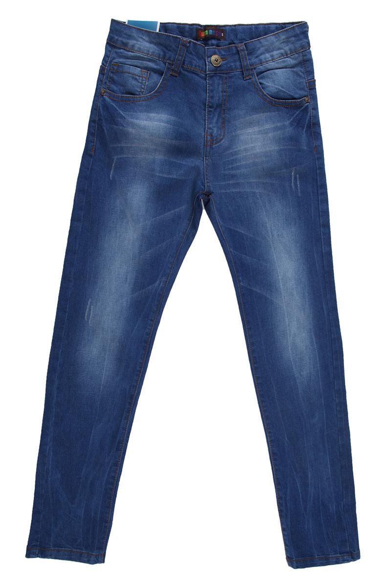Джинсы для мальчика. 196716196716Удобные джинсы для мальчика Luminoso идеально подойдут вашему маленькому моднику. Изготовленные из эластичного хлопка, они мягкие и приятные на ощупь, не сковывают движения, сохраняют тепло и позволяют коже дышать, обеспечивая наибольший комфорт. Джинсы застегиваются на пуговицу в поясе, также имеются шлевки для ремня и ширинка на металлической застежке-молнии. Объем пояса регулируется при помощи эластичной резинки с пуговицей изнутри. Джинсы имеют классический пятикарманный крой: спереди модель дополнена двумя втачными карманами и одним маленьким накладным кармашком, а сзади - двумя накладными карманами. Модель оформлена декоративными потертостями. Практичные и стильные джинсы идеально подойдут вашему малышу, а модная расцветка и высококачественный материал позволят ему комфортно чувствовать себя в течение дня!