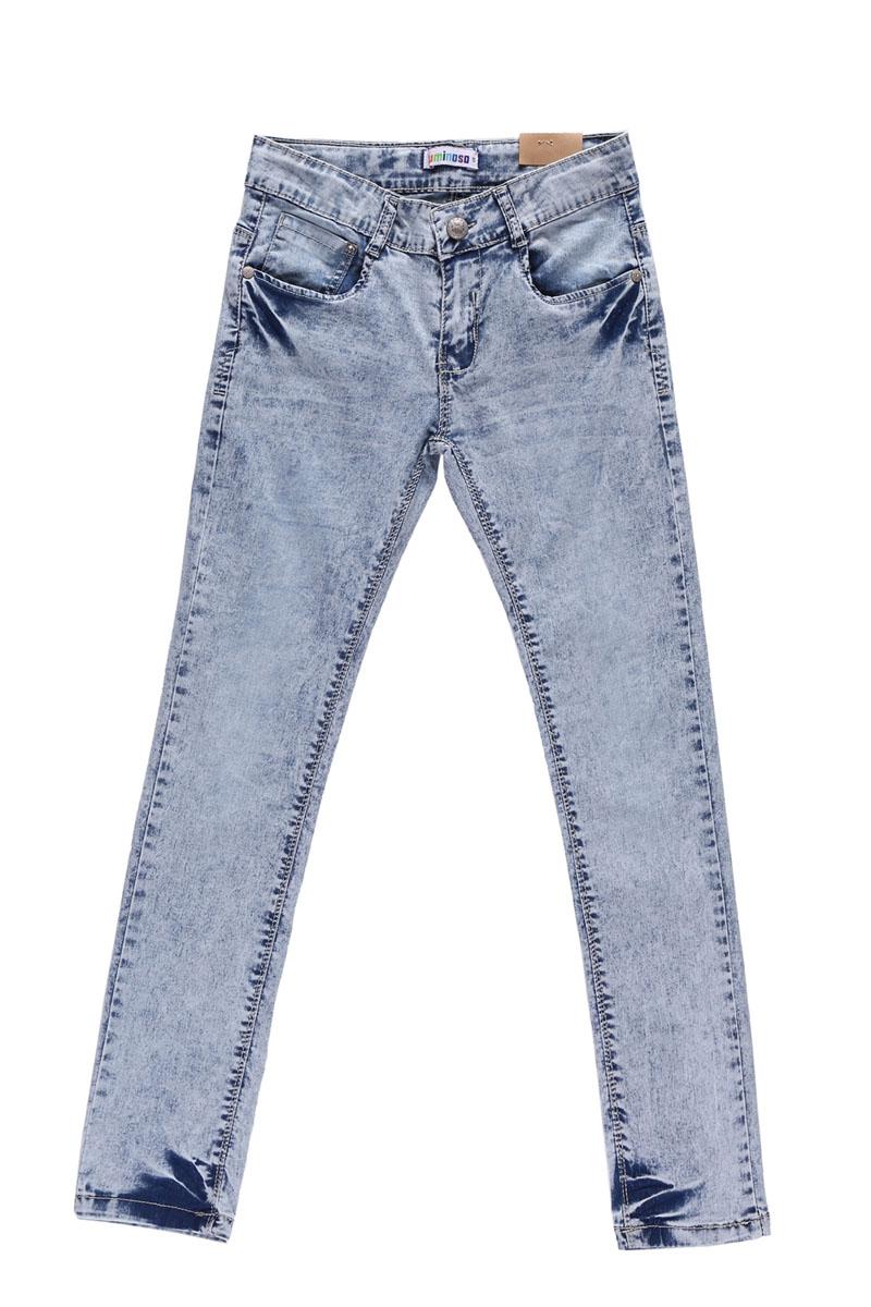 Джинсы для девочки. 195818195818Стильные джинсы для девочки Luminoso идеально подойдут юной моднице для отдыха и прогулок. Изготовленные из эластичного хлопка, они мягкие и приятные на ощупь, не сковывают движения и позволяют коже дышать, обеспечивая наибольший комфорт. Модель на талии застегивается на металлическую пуговицу и имеет ширинку на застежке-молнии, а также шлевки для ремня. С внутренней стороны пояс регулируется скрытой резинкой на пуговицах. Джинсы имеют классический пятикарманный крой: спереди - два втачных кармана и один маленький накладной, а сзади - два накладных кармана. Изделие с эффектом потертости оформлено прострочкой и металлическими клепками со стразами. Современный дизайн и расцветка делают эти джинсы модным предметом детской одежды. В них ребенок всегда будет в центре внимания!