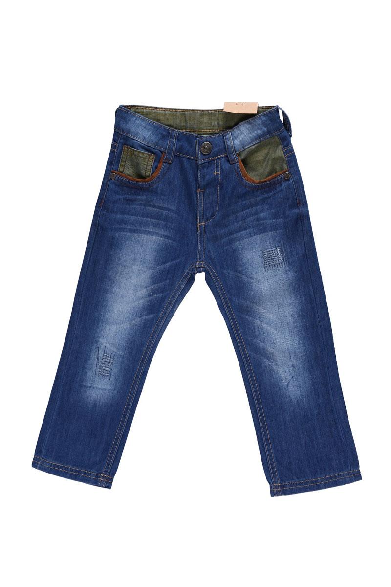 Джинсы для мальчика. 196123196123Удобные джинсы для мальчика Sweet Berry идеально подойдут вашему маленькому моднику. Изготовленные из натурального хлопка, они мягкие и приятные на ощупь, не сковывают движения, сохраняют тепло и позволяют коже дышать, обеспечивая наибольший комфорт. Джинсы застегиваются на крючок в поясе, имеются шлевки для ремня. Объем пояса регулируется при помощи эластичной резинки с пуговицей изнутри. Джинсы имеют классический пятикарманный крой: спереди модель дополнена двумя втачными карманами и одним маленьким накладным кармашком, а сзади - двумя накладными карманами. Модель оформлена декоративными потертостями и контрастными вставками на поясе и карманах спереди. Практичные и стильные джинсы идеально подойдут вашему малышу, а модная расцветка и высококачественный материал позволят ему комфортно чувствовать себя в течение дня!