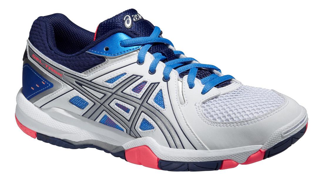 Кроссовки для волейбола женские Gel-Task. B555Y-0147B555Y-0147Женские кроссовки Asics Gel-Task - это удобная обувь для зальных видов спорта. Модель выполнена из комбинации сетчатого текстиля и легкой искусственной кожи. Подъем оформлен классической шнуровкой, которая надежно фиксирует обувь на ноге и регулирует объем. Стелька, идеально подстраивающаяся под анатомические контуры стопы, изготовлена из ЭВА материала с верхним покрытием из текстиля. Подкладка из текстиля обеспечит уют. Вставка из термостойкого геля на силиконовой основе значительно уменьшает нагрузку на пятку, колени и позвоночник спортсменки, снижая возможность получения травмы. По бокам кроссовки декорированы оригинальным принтом. Язычок и задник дополнены символикой бренда. Колодка California предназначена для стабильности и комфорта. Система Trusstic - обеспечивает стабильность, и, в комбинации с формованной средней подошвой, предотвращает скручивание. Износостойкая подошва оснащена рифлением для лучшей сцепки с поверхностью.