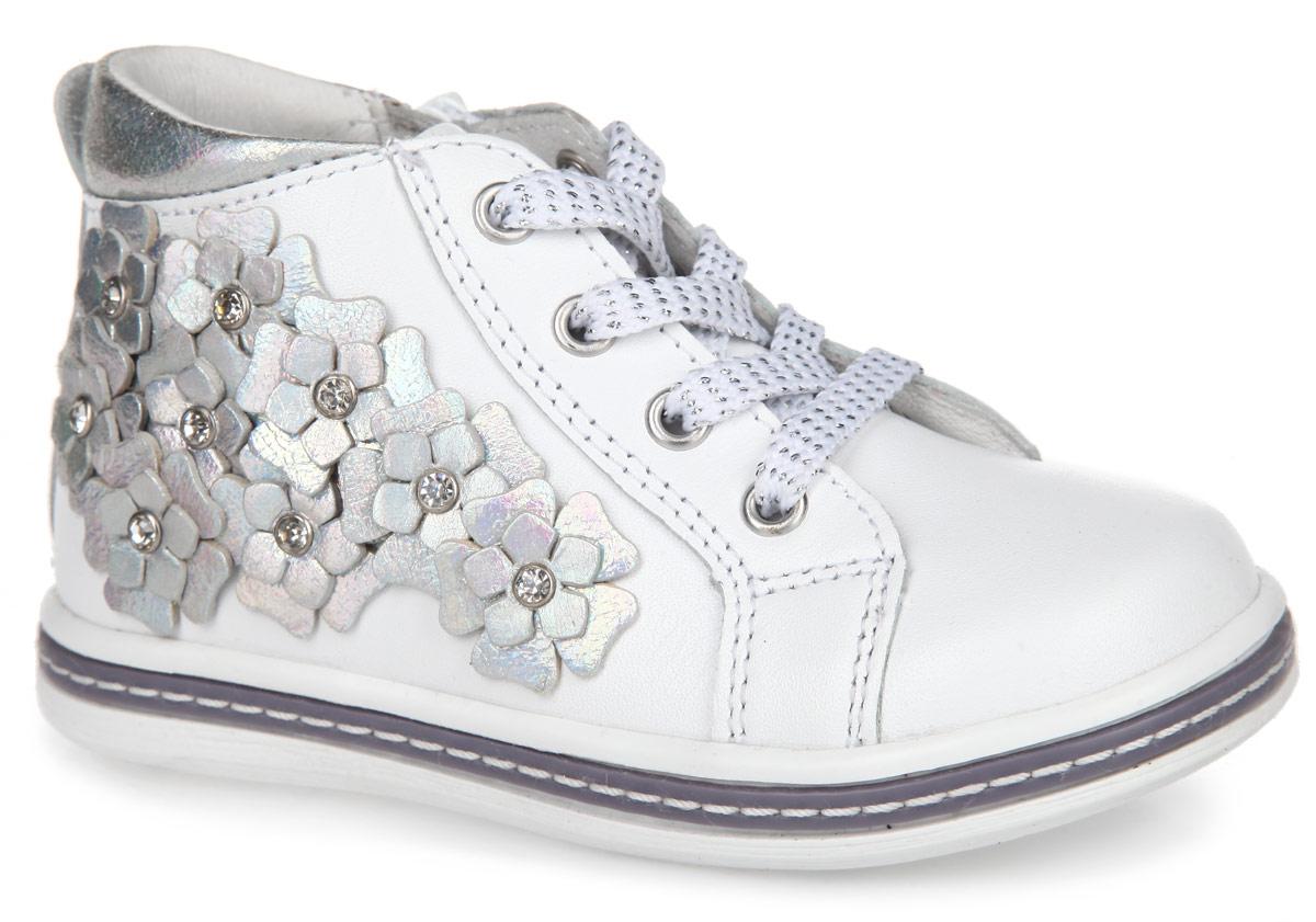 Ботинки для девочки. 52172-252172-2Чудесные детские ботинки от Kapika заинтересуют вашу дочурку с первого взгляда. Модель выполнена из натуральной кожи. Подъем дополнен металлическими люверсами и классической шнуровкой, дополненной блестящей нитью и регулирующей нужный объем. Мягкая верхняя часть и подкладка, изготовленная из натуральной кожи, обеспечивают дополнительный комфорт и предотвращают натирание. Антибактериальная, влагопоглощающая, амортизирующая, анатомическая стелька из ЭВА материала с верхним покрытием из натуральной кожи, дополненная легкой перфорацией, обеспечивает максимальную устойчивость ноги при ходьбе, правильное формирование стопы и снижение общей утомляемости ног. Кант оформлен вставкой из кожи контрастного цвета. Сбоку обувь декорирована оригинальной аппликацией в виде цветов и стразами. Язычок дополнен тиснением в виде символики бренда. Ботинки застегиваются на застежку-молнию, расположенную на одной из боковых сторон. Подошва оснащена рифлением для лучшей сцепки с поверхностью. Прелестные...