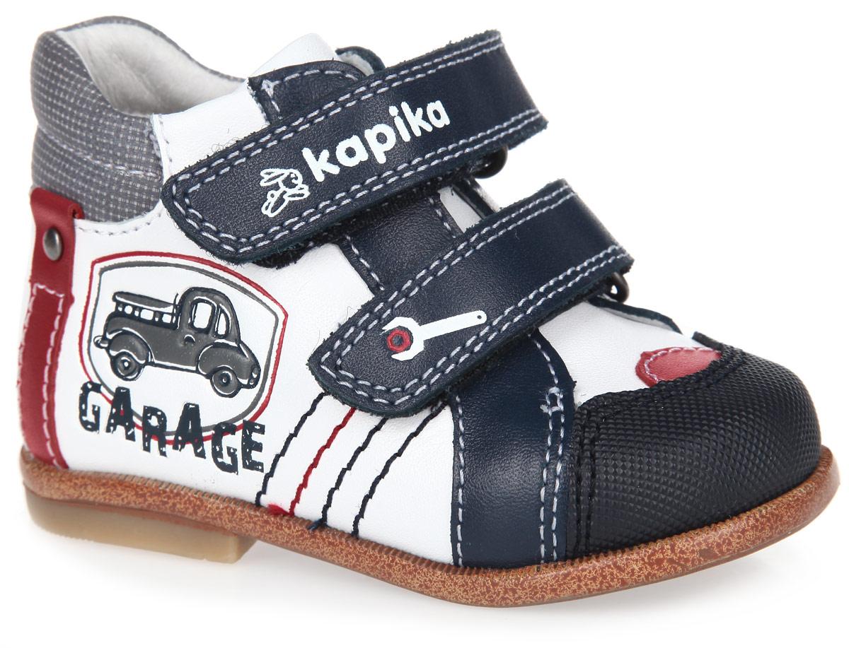 10081-2Стильные детские ботинки от Kapika заинтересуют вашего малыша с первого взгляда. Модель выполнена из натуральной кожи контрастных цветов. Кант дополнен горизонтальной прострочкой. Ремешки на застежке-липучке, один из которых декорирован символикой бренда, а другой принтом в виде гаечного ключа, помогают оптимально подогнать полноту обуви по ноге, и гарантируют надежную фиксацию. Благодаря такой застежке ребенок может самостоятельно надевать обувь. Мягкая верхняя часть и подкладка, изготовленная из натуральной кожи, обеспечивают дополнительный комфорт и предотвращают натирание. Антибактериальная, влагопоглощающая, амортизирующая, анатомическая стелька из ЭВА материала с верхним покрытием из натуральной кожи, дополненная легкой перфорацией, обеспечивает максимальную устойчивость ноги при ходьбе, правильное формирование стопы и снижение общей утомляемости ног. Вставка на мыске предназначена для дополнительной защиты. Сбоку изделие украшено оригинальным тиснением в виде машины и надписи,...