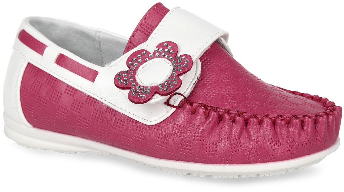 WZ274-93Стильные и удобные мокасины от Adagio придутся по душе вашей девочке. Модель изготовлена из искусственной кожи контрастных цветов и оформлена по верху тисненым узором, а на мыске внешним швом. Ремешок на застежке-липучке, украшенный нашивкой в виде цветка, усеянного стразами, помогает оптимально подогнать полноту обуви по ноге, и гарантирует надежную фиксацию. Благодаря такой застежке ребенок может самостоятельно надевать обувь. По канту обувь дополнена декоративной прострочкой. Подкладка, изготовленная из натуральной кожи, гарантирует дополнительный комфорт и предотвращает натирание. Анатомическая стелька из натуральной кожи со сводоподдерживающим элементом обеспечивает правильное формирование стопы. Эластичная подошва оснащена рифлением для лучшей сцепки с поверхностью. Модные мокасины займут достойное место в гардеробе вашего ребенка.