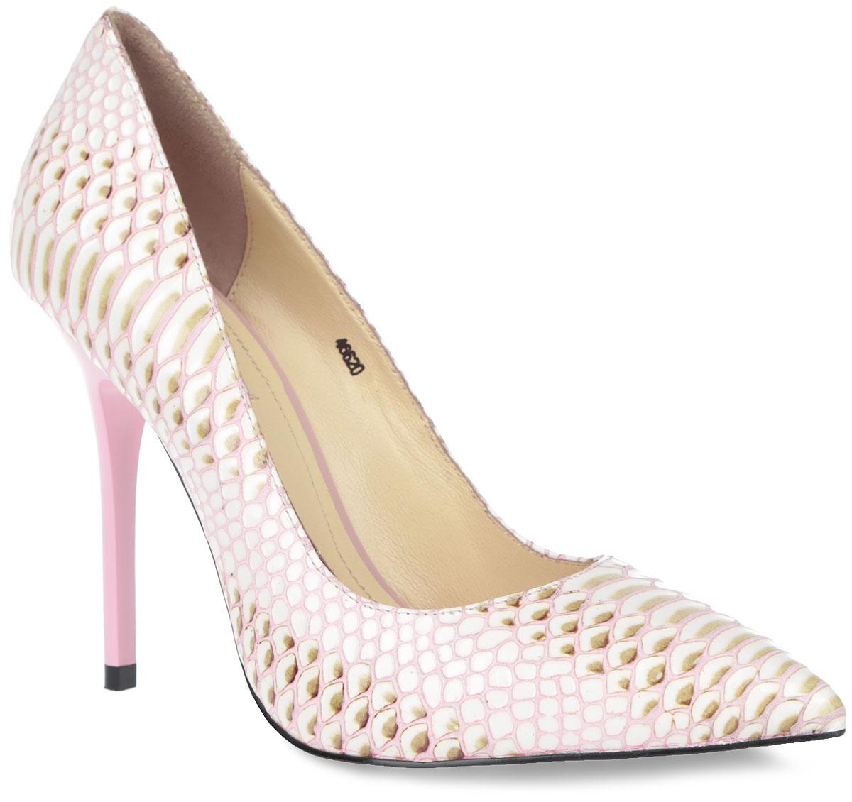 46620Эффектные туфли от Vitacci не оставят вас незамеченной! Модель выполнена из натуральной с тиснением под рептилию. Заостренный носок смотрится невероятно женственно. Внутренняя поверхность и стелька из натуральной кожи с названием бренда комфортны при ходьбе. Высокий каблук подчеркнет красоту и стройность ваших ног. Рифленая поверхность каблука и подошвы гарантирует отличное сцепление с любыми поверхностями. Стильные туфли - незаменимая вещь в гардеробе настоящей модницы! Они подчеркнут ваш стиль и индивидуальность.