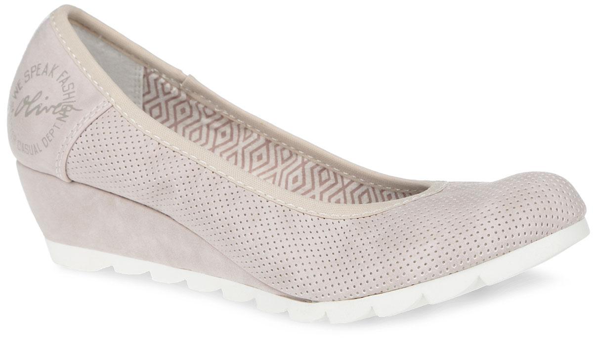 Туфли женские. 5-5-22300-265-5-22300-26-204Оригинальные женские туфли от S.Oliver заинтересуют вас своим дизайном! Модель, выполненная из искусственной кожи, оформлена перфорацией, текстильным кантом, на сбоку - фирменным логотипом. Внутренняя поверхность из текстиля. Стелька из текстиля и искусственной кожи комфортна при движении. Невысокая танкетка и подошва с протектором обеспечивают отличное сцепление на любой поверхности. Такие туфли займут достойное место в вашем гардеробе и подчеркнут ваш безупречный вкус.
