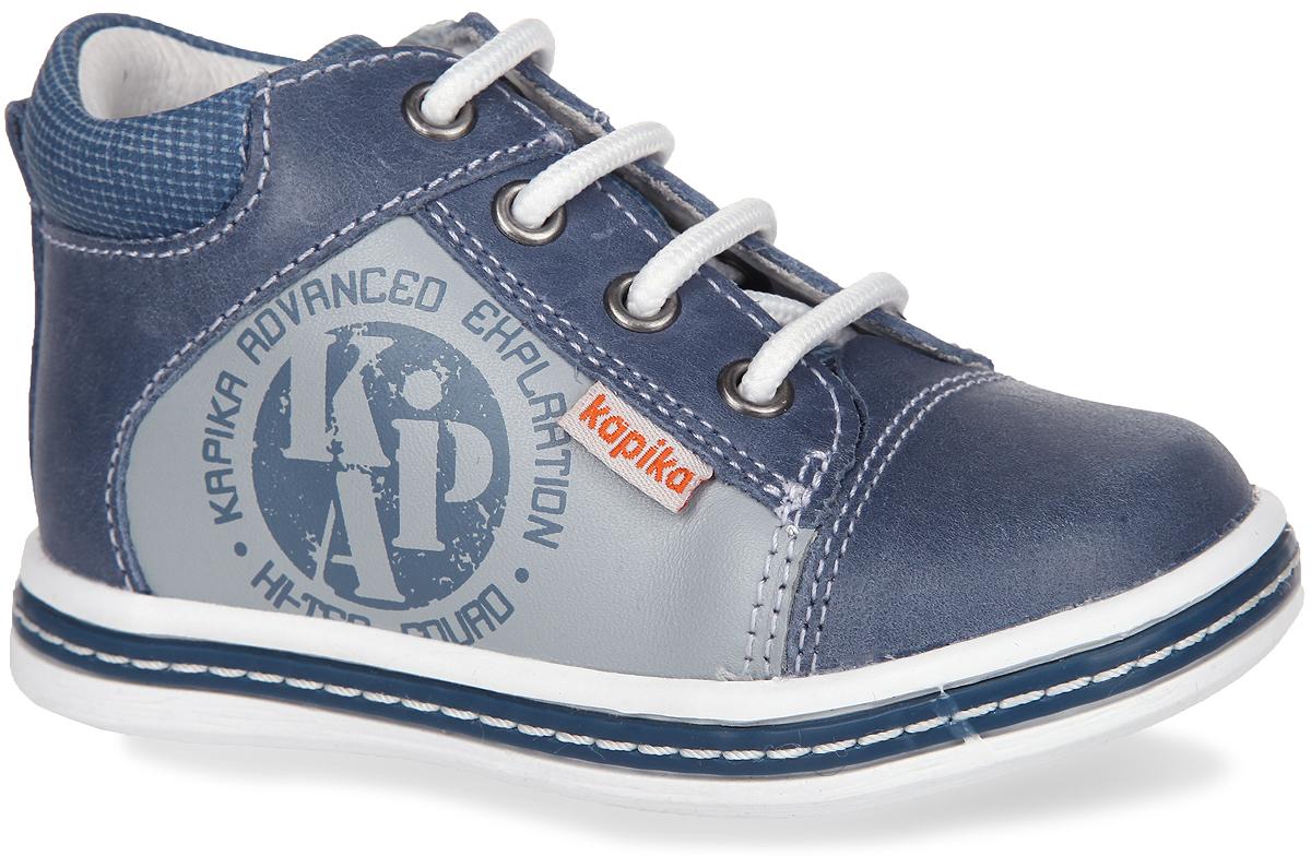 Ботинки для мальчика. 51082-151082-1Стильные детские ботинки от Kapika заинтересуют вашего малыша с первого взгляда. Модель выполнена из натуральной кожи. По канту и на язычке обувь оформлена принтом в клетку. Подъем дополнен шнуровкой, с помощью которой можно регулировать объем, и металлическими люверсами. Мягкая верхняя часть и подкладка, изготовленная из натуральной кожи, обеспечивают дополнительный комфорт и предотвращают натирание. Антибактериальная, влагопоглощающая, амортизирующая, анатомическая стелька из ЭВА материала с верхним покрытием из натуральной кожи, дополненная легкой перфорацией, обеспечивает максимальную устойчивость ноги при ходьбе, правильное формирование стопы и снижение общей утомляемости ног. Задник дополнен декоративным ярлычком. Сбоку изделие декорировано оригинальным принтом и ярлычком с символикой бренда. Ботинки застегиваются на застежку-молнию, расположенную на одной из боковых сторон. Подошва оснащена рифлением для лучшей сцепки с поверхностью. Чудесные ботинки займут достойное место в...
