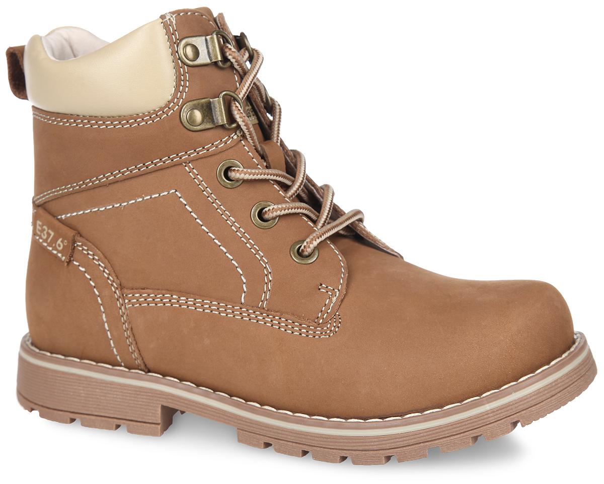 Ботинки детские. 53194-153194-1Стильные детские ботинки от Kapika заинтересуют вашего ребенка с первого взгляда. Модель выполнена из натурального нубука, дополненного по канту вставкой из натуральной кожи контрастного цвета, и оформлена светлой прострочкой по верху. Подъем дополнен классической шнуровкой, с помощью которой можно регулировать объем, металлическими люверсами и петлями. Мягкая верхняя часть из натуральной кожи и подкладка, изготовленная на 30% из шерсти и текстиля, обеспечивают дополнительный комфорт и предотвращают натирание. Антибактериальная, влагопоглощающая, амортизирующая, анатомическая стелька из ЭВА материала с верхним покрытием из шерсти и текстиля, дополненная легкой перфорацией, обеспечивает максимальную устойчивость ноги при ходьбе, правильное формирование стопы и снижение общей утомляемости ног. Сбоку ботинки декорированы оригинальным принтом. Язычок оформлен нашивкой с символикой бренда. Задник дополнен ярлычком для более удобного надевания обуви. Изделие застегивается на...