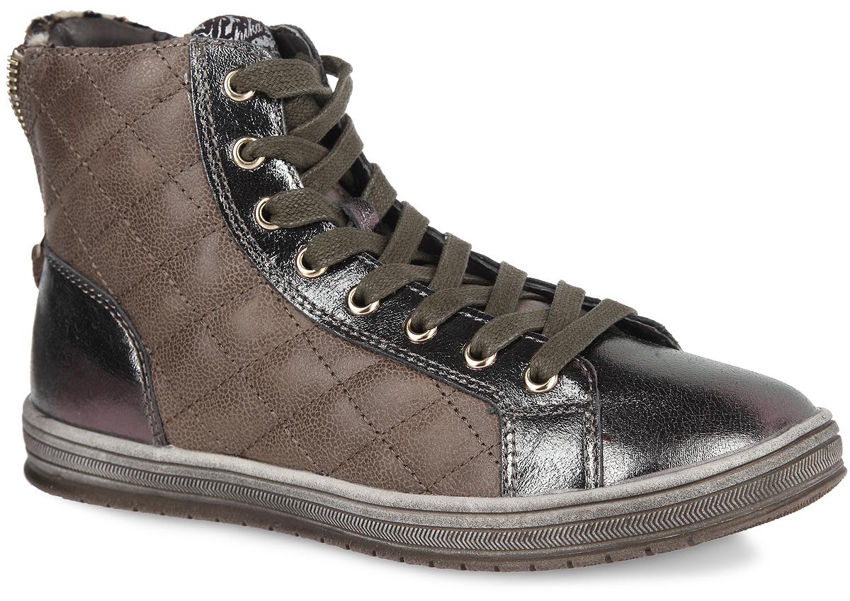 Ботинки для девочки. 54028-254028-2Стильные детские ботинки от Kapika заинтересуют вашу дочурку с первого взгляда. Модель выполнена из натуральной кожи разной фактуры. Подъем дополнен классической шнуровкой, с помощью которой можно регулировать объем, и металлическими люверсами. Сбоку изделие оформлено стеганой прострочкой. Мягкая верхняя часть из натуральной кожи и подкладка, изготовленная из текстиля, обеспечивают дополнительный комфорт и предотвращают натирание. Антибактериальная, влагопоглощающая, амортизирующая, анатомическая стелька из ЭВА материала с верхним покрытием из текстиля, дополненная легкой перфорацией, обеспечивает максимальную устойчивость ноги при ходьбе, правильное формирование стопы и снижение общей утомляемости ног. Задник дополнен декоративной молнией и вставкой из текстиля с принтом леопард. Язычок оформлен нашивкой с символикой бренда. Ботинки застегиваются на застежку-молнию, расположенную на одной из боковых сторон. Подошва оснащена рифлением для лучшей сцепки с поверхностью. Модные ботинки...