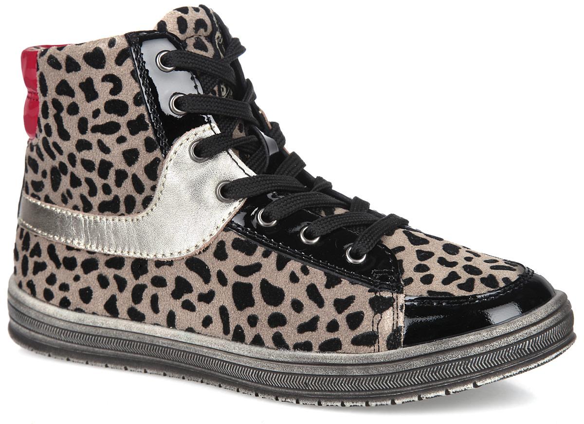 Ботинки для девочки. 53202-253202-2Модные ботинки от Kapika приведут в восторг вашу девочку! Модель выполнена из натуральной кожи и дополнена вставками из лаковой кожи. Классическая шнуровка и боковая застежка-молния надежно фиксируют модель на ноге. Внутренняя поверхность из текстиля и стелька из EVA с поверхностью из натуральной кожи комфортны при движении. Стелька дополнена супинатором с перфорацией, который обеспечивает правильное положение ноги ребенка при ходьбе, предотвращает плоскостопие. Подошва с рифлением гарантирует отличное сцепление с любыми поверхностями. Удобные ботинки - необходимая вещь в гардеробе каждого девочки.