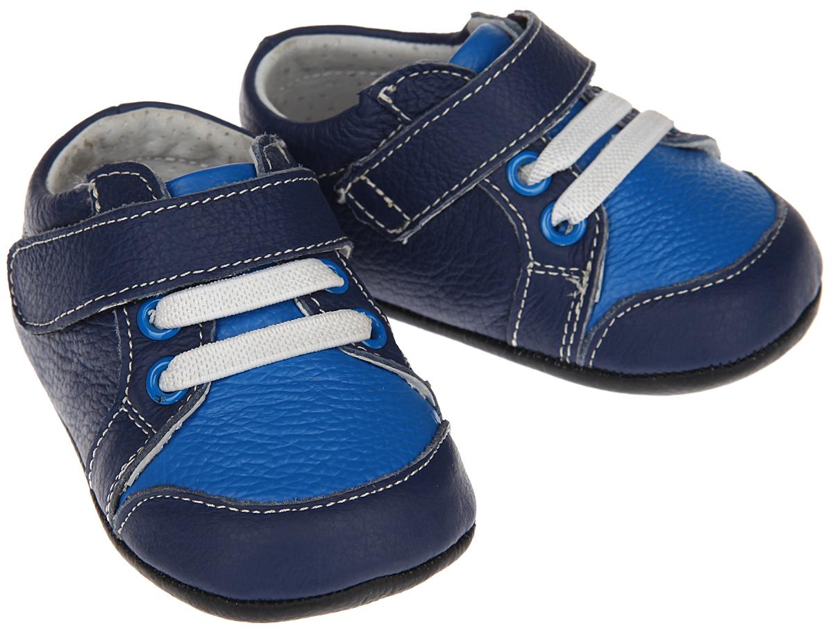 Пинетки54028Пинетки для мальчика Hudson Baby Сникерсы станут отличным дополнением к гардеробу малыша. Изделие выполнено из натуральной кожи. Пинетки стилизованы под легкие кроссовки-сникерсы с декоративными шнурками-резинками и удобным хлястиком на застежке-липучке, которые позволяют быстро надевать и надежно фиксировать обувь на ножке малыша. Нескользящая подошва обеспечит безопасность при ходьбе. Изделие оформлено контрастной прострочкой. Мягкие, не сдавливающие ножку материалы делают модель практичной, комфортной и популярной. Такие пинетки - отличное решение для малышей и их родителей! Пинетки упакованы в коробку, идеальны для подарка.