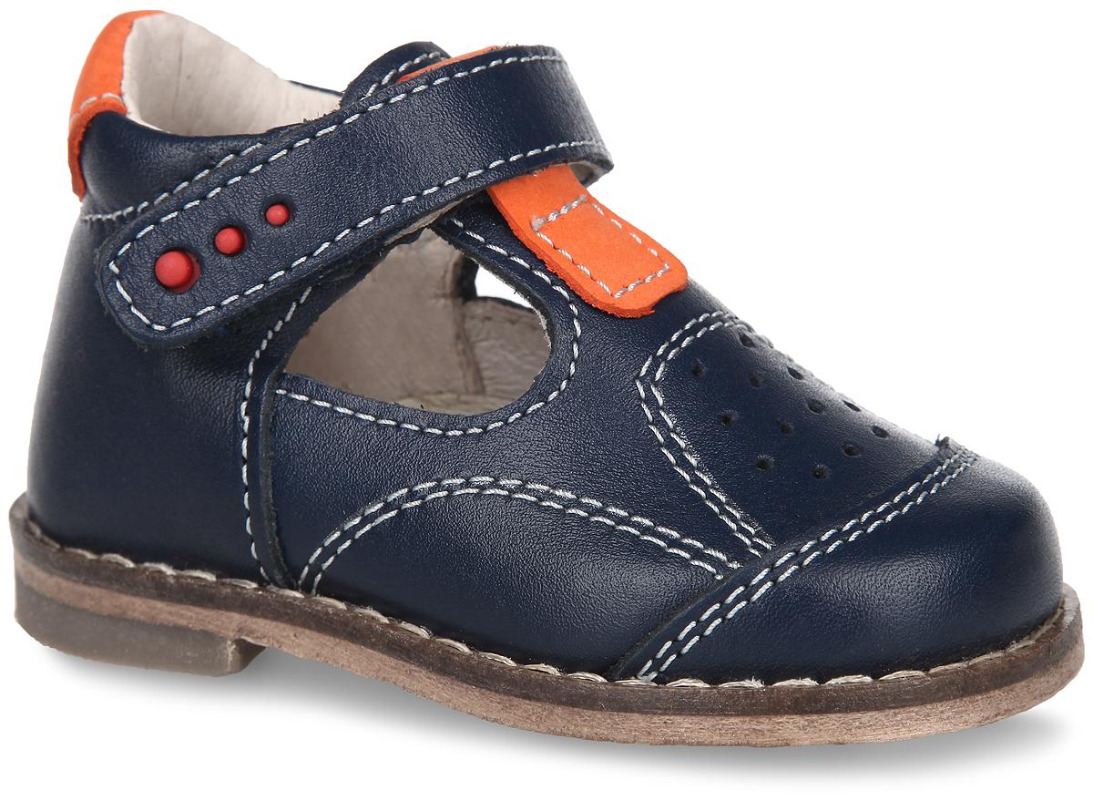 Туфли для мальчика. 032016-21032016-21Модные туфли от Котофей из коллекции Первые шаги очаруют вашего малыша с первого взгляда! Модель выполнена из качественной натуральной кожи и оформлена светлой прострочкой, вставками из нубука и перфорацией на подъеме. Конструкция этой модели позволяет правильно развиваться ножке малыша. Высокая пяточная часть, жесткий задник и ремешок на застежке-липучке надежно фиксируют ножку ребенка, не давая ей смещаться из стороны в сторону и назад. Мягкий манжет создает комфорт при ходьбе. Стелька из ЭВА материала с верхним покрытием из натуральной кожи дополнена супинатором с перфорацией, который гарантирует правильное положение ноги ребенка, предотвращает плоскостопие. Подошва снабжена невысоким каблучком. Резиновые накладки на подошве предотвращают скольжение. Яркие стильные туфли поднимут настроение вам и вашему ребенку!