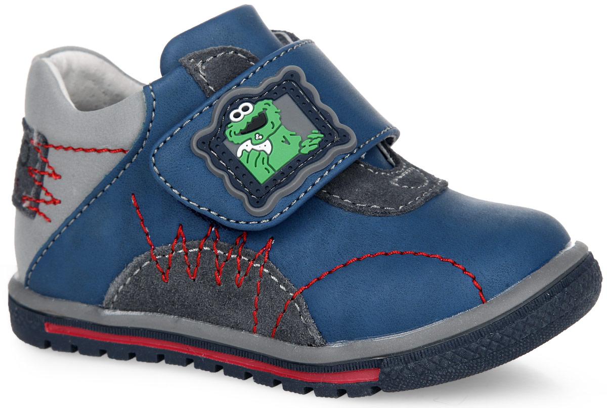50-276A/12Стильные ботинки от Indigo Kids придутся по душе вашему мальчику! Модель изготовлена из искусственной кожи и оформлена контрастными вставками и прострочкой. Ремешок на застежке-липучке, дополненный оригинальной прорезиненной нашивкой, надежно фиксирует изделие на ножке ребенка. Подкладка и стелька из натуральной кожи гарантируют комфортный микроклимат внутри обуви. Стелька дополнена супинатором с перфорацией, который обеспечивает правильное положение ноги ребенка при ходьбе и предотвращает плоскостопие. Подошва с рифлением гарантирует идеальное сцепление с любой поверхностью. Удобные и модные ботинки - основа гардероба каждого ребенка.