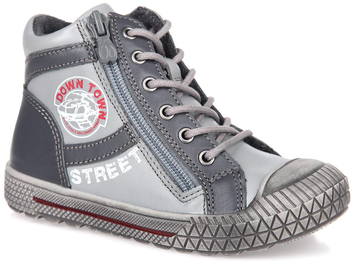 Ботинки для мальчика. 52170-152170-1Модные ботинки от Kapika приведут в восторг вашего мальчика! Модель выполнена из натуральной кожи и оформлена на язычке фирменным тиснением. Классическая шнуровка и боковая застежка-молния обеспечивают надежную фиксацию модели на ноге. Мягкая подкладка и стелька, выполненные из текстиля с содержанием шерсти, согреют ножки вашего мальчика в холодную погоду. Стелька дополнена супинатором с перфорацией, который обеспечивает правильное положение ноги ребенка при ходьбе, предотвращает плоскостопие. Наплывающая на мыс подошва защитит ногу ребенка от ударов. Подошва с рифлением гарантирует отличное сцепление с любыми поверхностями. Удобные ботинки - необходимая вещь в гардеробе каждого ребенка.