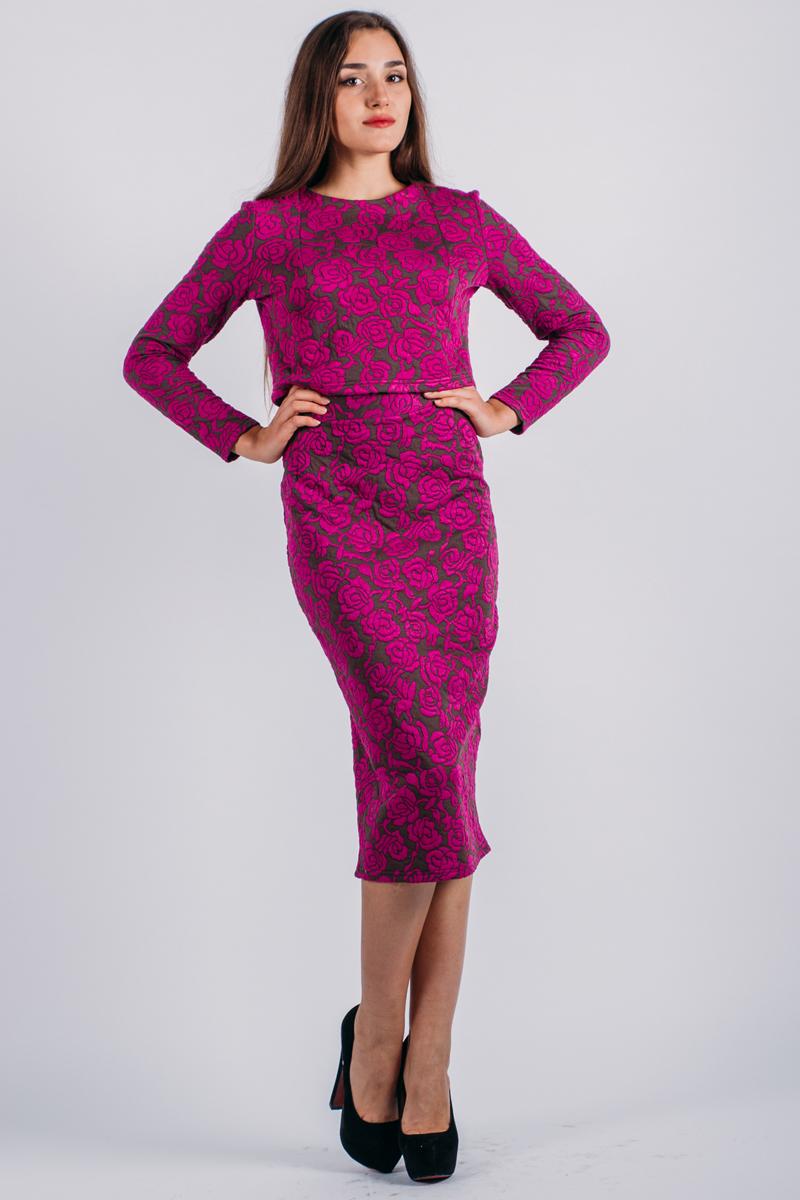 Комплект женский: жакет, юбка. к50к507Стильный женский комплект Lautus, состоящий из жакета и юбки, станет отличным дополнением к вашему гардеробу. Элегантный жакет с круглым вырезом горловины и длинными рукавами застегивается по спинке на крупные декоративные пуговицы. Облегающая юбка-карандаш, дополненная вырезом, отлично подчеркнет достоинства вашей фигуры. Юбка застегивается сзади на потайную застежку- молнию и на пуговицу. В таком наряде вы, безусловно, привлечете восхищенные взгляды окружающих.