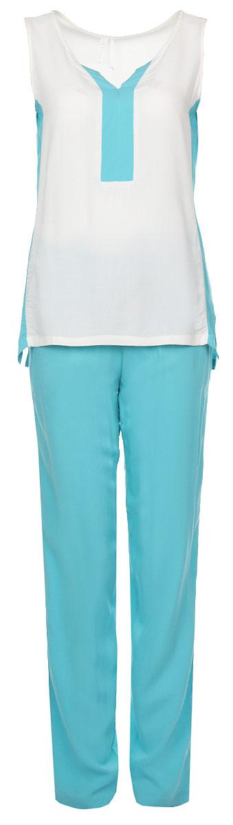 34106Комплект женской одежды Relax Mode, состоящий из блузки и брюк, станет отличным дополнением к вашему гардеробу. Выполненный из вискозы, комплект мягкий и приятный на ощупь, не сковывает движения и позволяет коже дышать, обеспечивая наибольший комфорт. Блузка свободного кроя без рукавов и с V-образным вырезом горловины. Брюки прямого кроя имеют широкую резинку на талии и дополнительно завязываются на текстильный шнурок. По бокам изделие дополнено двумя втачными карманами. Стильный комплект одежды подарит вам удобство и комфорт, подчеркнет вашу индивидуальность.