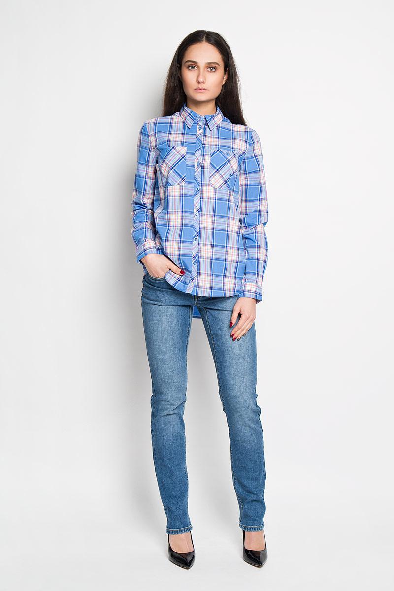 РубашкаB-312/113-6122Стильная женская рубашка Sela, выполненная из 100% хлопка, подчеркнет ваш уникальный стиль и поможет создать оригинальный женственный образ. Рубашка с длинными рукавами и отложным воротником застегивается на пуговицы спереди. Модель украшена принтом в клетку и дополнена двумя накладными нагрудными карманами. Манжеты рукавов также застегиваются на пуговицы. Такая рубашка будет дарить вам комфорт в течение всего дня и послужит замечательным дополнением к вашему гардеробу.