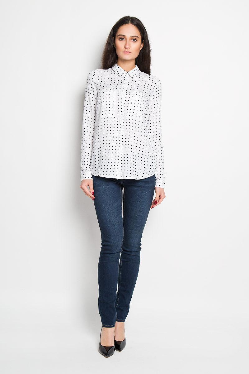 РубашкаSKL1927BIСтильная женская рубашка Top Secret, выполненная из 100% вискозы, подчеркнет ваш уникальный стиль и поможет создать оригинальный женственный образ. Рубашка с длинными рукавами и отложным воротником застегивается на пуговицы спереди. Модель украшена принтом в мелкий горох и дополнена двумя накладными нагрудными карманами. Манжеты рукавов также застегиваются на пуговицы. Оригинальная рубашка в стиле casual будет великолепно сочетаться с джинсами и брюками. Такая рубашка будет дарить вам комфорт в течение всего дня и послужит замечательным дополнением к вашему гардеробу.