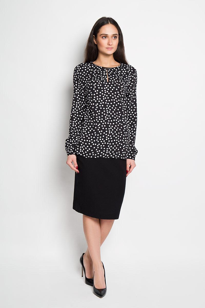 SBD0567CAСтильная женская блуза Top Secret, выполненная из 100% полиэстера, подчеркнет ваш уникальный стиль и поможет создать оригинальный женственный образ. Блузка с длинными рукавами и круглым вырезом горловины застегивается на пуговицу на спинке. Модель украшена принтом в крупный горох и дополнена металлической вставкой на горловине. Манжеты рукавов также застегиваются на пуговицы. Такая блузка идеально подойдет для жарких летних дней. Такая блузка будет дарить вам комфорт в течение всего дня и послужит замечательным дополнением к вашему гардеробу.