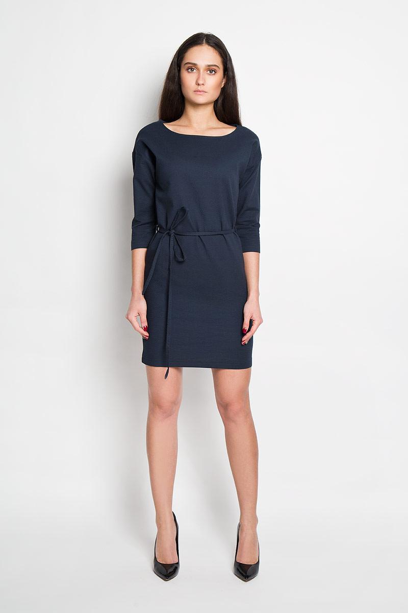 DK-117/788-6171Стильное платье Sela, выполненное из натурального хлопка, приятное на ощупь, не сковывает движения и позволяет коже дышать, обеспечивая комфорт. Модель свободного прямого кроя с круглым вырезом горловины и рукавами 3/4. Изделие дополнено текстильным поясом, продетым через боковые шлевки. Это модное платье станет отличным дополнением к вашему гардеробу!