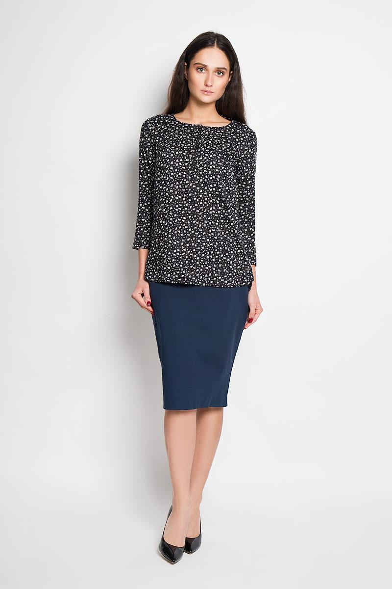 БлузкаB16-11057Стильная женская блуза Finn Flare, выполненная из 100% вискозы, подчеркнет ваш уникальный стиль и поможет создать оригинальный женственный образ. Блузка с рукавами 7/8 и круглым вырезом горловины застегивается на пуговицы на груди. Модель с удлиненной спинкой украшена принтом в виде мелких цветов. Такая блузка идеально подойдет для жарких летних дней. Такая блузка будет дарить вам комфорт в течение всего дня и послужит замечательным дополнением к вашему гардеробу.