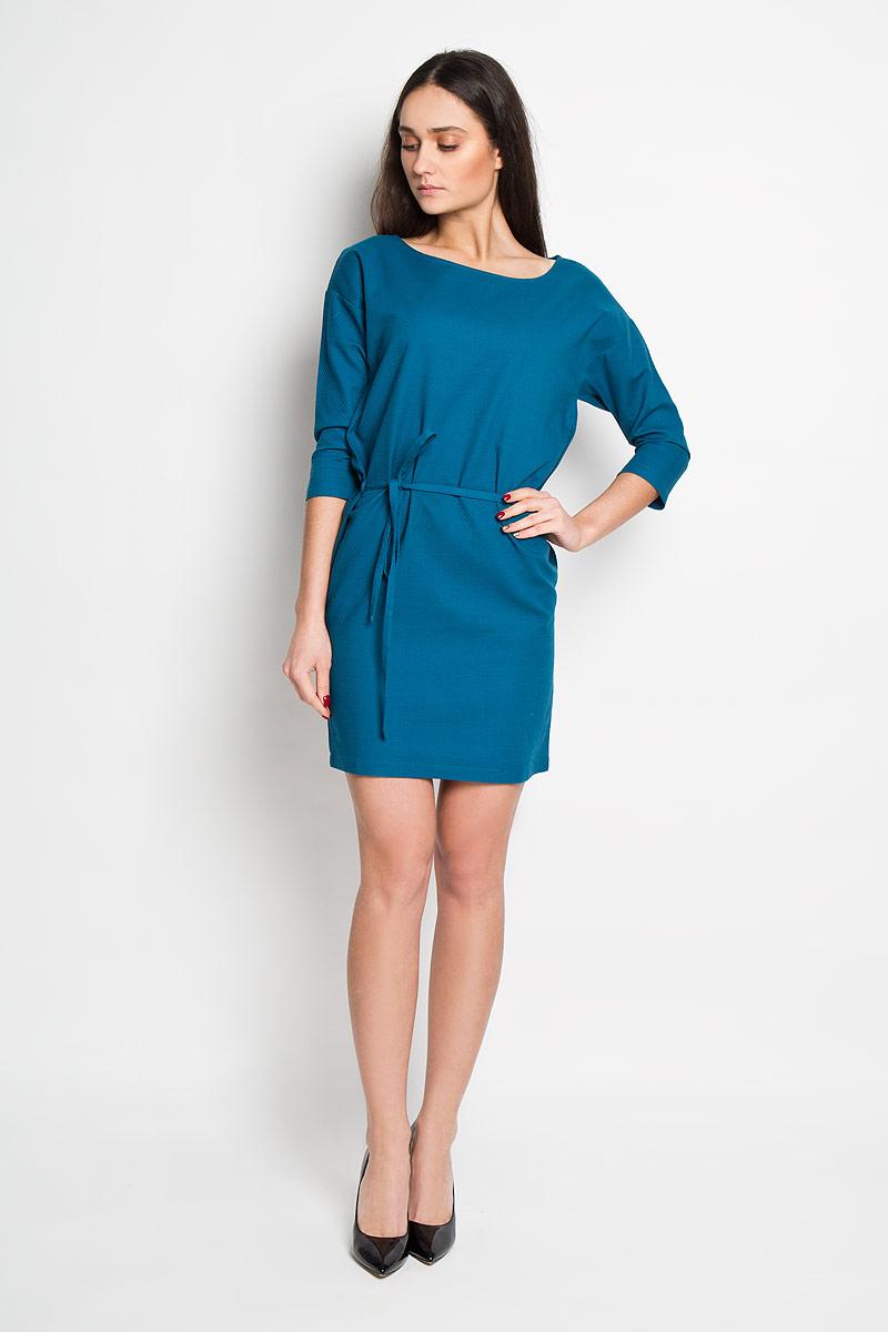 ПлатьеDK-117/788-6171Стильное платье Sela, выполненное из натурального хлопка, приятное на ощупь, не сковывает движения и позволяет коже дышать, обеспечивая комфорт. Модель свободного прямого кроя с круглым вырезом горловины и рукавами 3/4. Изделие дополнено текстильным поясом, продетым через боковые шлевки. Это модное платье станет отличным дополнением к вашему гардеробу!
