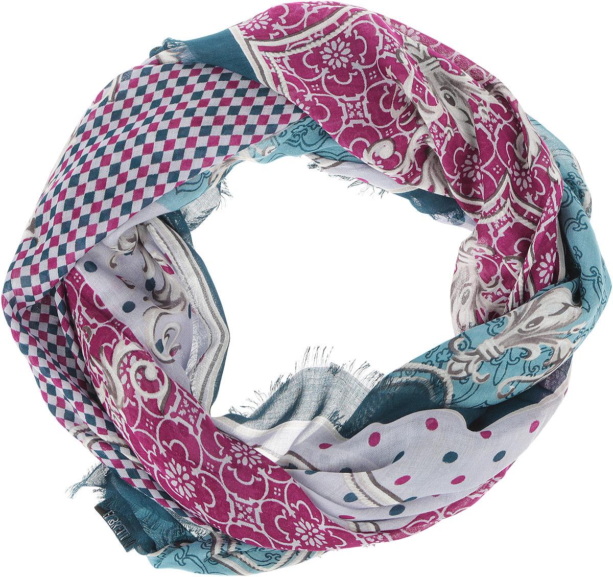 ПлатокDS2015-003-11Стильный женский платок Fabretti станет великолепным завершением любого наряда. Платок изготовлен из высококачественного модала с добавлением вискозы и оформлен принтом в мелкую клетку с цветочными орнаментами. Классическая квадратная форма позволяет носить платок на шее, украшать им прическу или декорировать сумочку. Мягкий и шелковистый платок поможет вам создать изысканный женственный образ, а также согреет в непогоду. Такой платок превосходно дополнит любой наряд и подчеркнет ваш неповторимый вкус и элегантность.