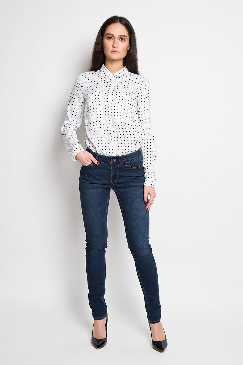 Джинсы женские. B16-15000B16-15000Стильные женские джинсы Finn Flare - это джинсы высочайшего качества, которые прекрасно сидят. Они выполнены из высококачественного эластичного хлопка, что обеспечивает комфорт и удобство при носке. Прямые джинсы классической посадки станут отличным дополнением к вашему современному образу. Джинсы застегиваются на пуговицу в поясе и ширинку на застежке-молнии, имеются шлевки для ремня. Джинсы имеют классический пятикарманный крой: спереди модель оформлена двумя втачными карманами и одним маленьким накладным кармашком, а сзади - двумя накладными карманами. Эти модные и в тоже время комфортные джинсы послужат отличным дополнением к вашему гардеробу.