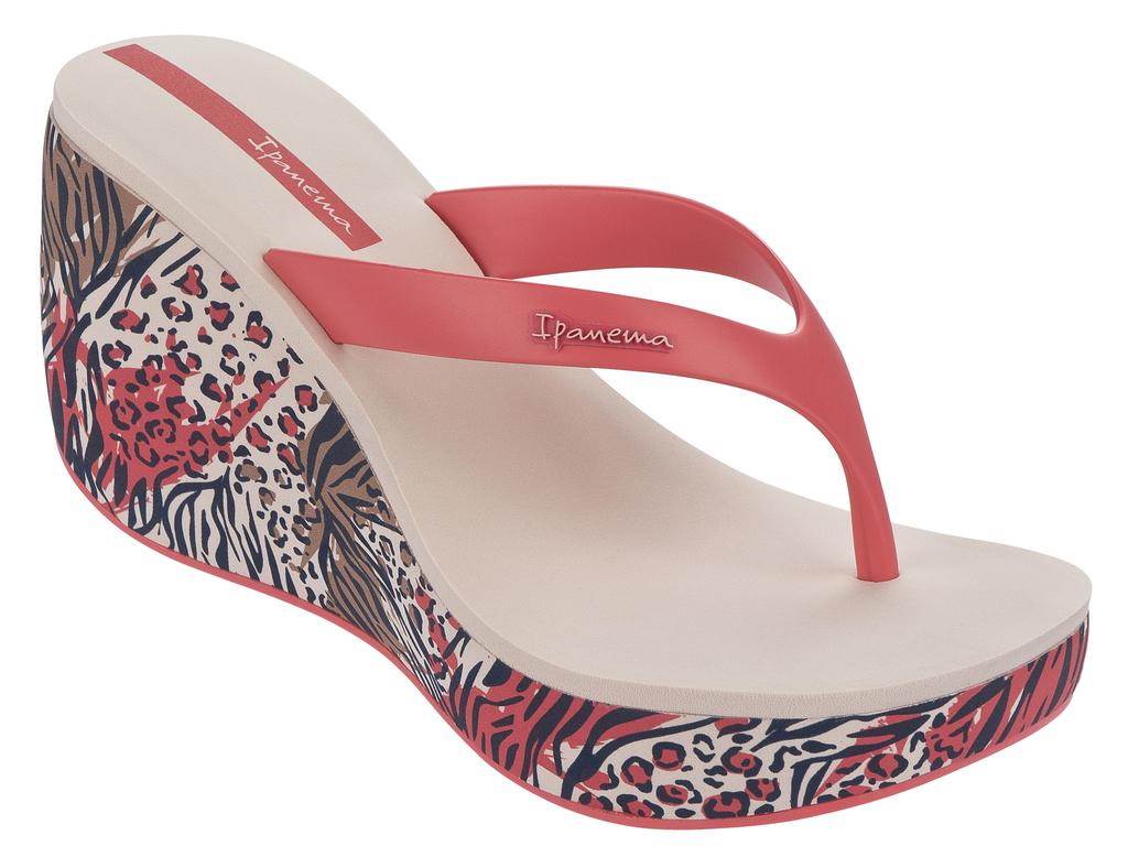 Сланцы на платформе женские Lipstick Thong IV Fem. 81706-4108581706-41085Оригинальные женские сланцы на платформе Lipstick Thong IV Fem от Ipanema займут достойное место среди вашей летней обуви. Верх модели изготовлен из ПВХ и оформлен на ремешке названием бренда. Ремешки с перемычкой гарантируют надежную фиксацию модели на ноге. Верхняя часть подошвы, выполненная из EVA-материала, невероятно комфортна при движении. Высокая танкетка, оформленная оригинальным принтом, компенсирована небольшой платформой. Подошва с рифлением обеспечивает идеальное сцепление с любыми поверхностями. Удобные сланцы - необходимая вещь в гардеробе каждой женщины.