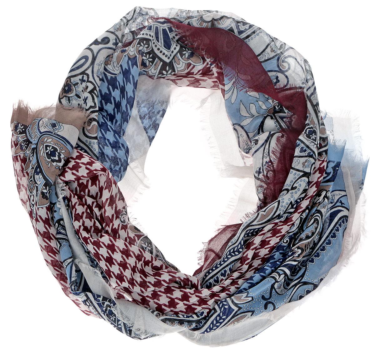 Шарф женский. CX1516-55CX1516-55-5Модный женский шарф Leo Ventoni подарит вам уют и станет стильным аксессуаром, который призван подчеркнуть вашу индивидуальность и женственность. Тонкий шарф выполнен из высококачественного 100% модала, он невероятно мягкий и приятный на ощупь. Шарф оформлен тонкой бахромой по краю и украшен принтом в мелкую клетку с изображением изысканных этнических узоров. Этот модный аксессуар гармонично дополнит образ современной женщины, следящей за своим имиджем и стремящейся всегда оставаться стильной и элегантной. Такой шарф украсит любой наряд и согреет вас в непогоду, с ним вы всегда будете выглядеть изысканно и оригинально.