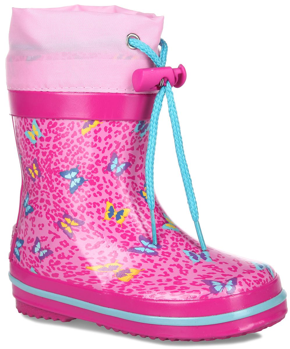 Сапоги резиновые для девочки. 700т700тРезиновые сапоги от Kapika - идеальная обувь в дождливую погоду для вашей девочки. Сапоги выполнены из резины и оформлены леопардовым принтом с бабочками. Подкладка и съемная стелька из 100% хлопка помогают сохранить тепло и создают комфорт при ходьбе. Текстильный верх голенища регулируется в объеме за счет шнурка со стоппером. Рельефная поверхность подошвы гарантирует отличное сцепление с любой поверхностью. Резиновые сапоги прекрасно защитят ноги вашего ребенка от промокания в дождливый день.
