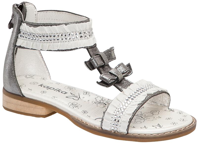 Босоножки для девочки. 33078-433078-4Восхитительные босоножки от Kapika не оставят равнодушной вашу юную модницу! Модель изготовлена из натуральной кожи с металлическим переливом. Мыс и ремешок обуви украшает текстильная оборка со стразами. Удобная застежка-молния на заднике надежно зафиксирует ножку и позволит надевать обувь без затруднений. Закрытый задник защищает стопу от ударов при движении. Внутренняя часть и мягкая стелька из натуральной кожи. Стелька декорирована яркими изображениями и дополнена супинатором, который обеспечивает правильное положение ноги ребенка при ходьбе. Максимально комфортная подошва обеспечивает отличное сцепление с поверхностью. Практичные и стильные босоножки займут достойное место в гардеробе вашей малышки.