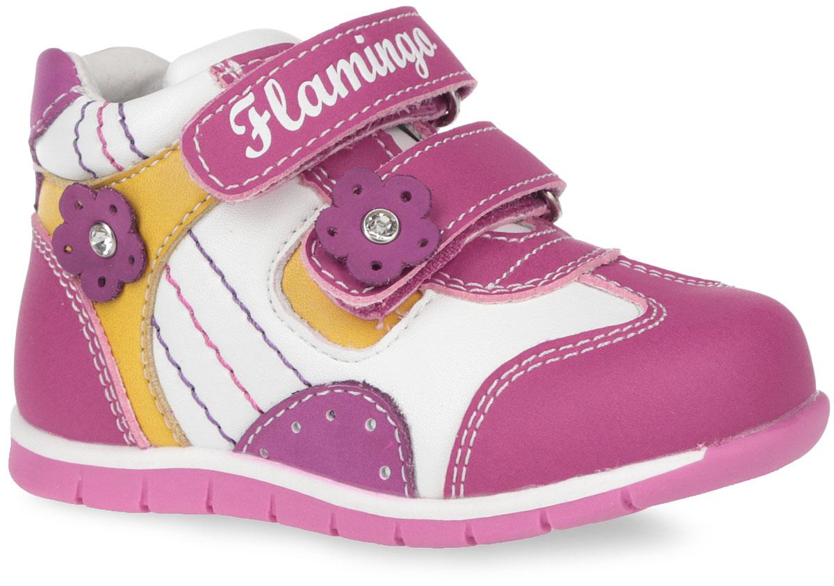 61-XP104Прелестные детские ботинки от Flamingo очаруют вашу дочурку с первого взгляда. Модель выполнена из натуральной кожи с вставками из искусственной кожи и декорирована цветами со стразами внутри. Верхняя часть и подкладка, изготовленные из натуральной кожи, обеспечивают дополнительный комфорт и предотвращают натирание. Стелька с супинатором, выполненная из натуральной кожи, обеспечивает максимальную устойчивость ноги при ходьбе, правильное формирование стопы и снижение общей утомляемости ног. Ремешки на застежке-липучке, декорированные символикой бренда, помогают оптимально подогнать полноту обуви по ноге и гарантируют надежную фиксацию. Благодаря такой застежке ребенок может самостоятельно надевать обувь. Прочная подошва, выполненная из полимерного термопластичного материала, оснащена рифлением для лучшего сцепления с поверхностью. Чудесные ботинки замечательно дополнят любой наряд и займут достойное место в гардеробе вашего ребенка.