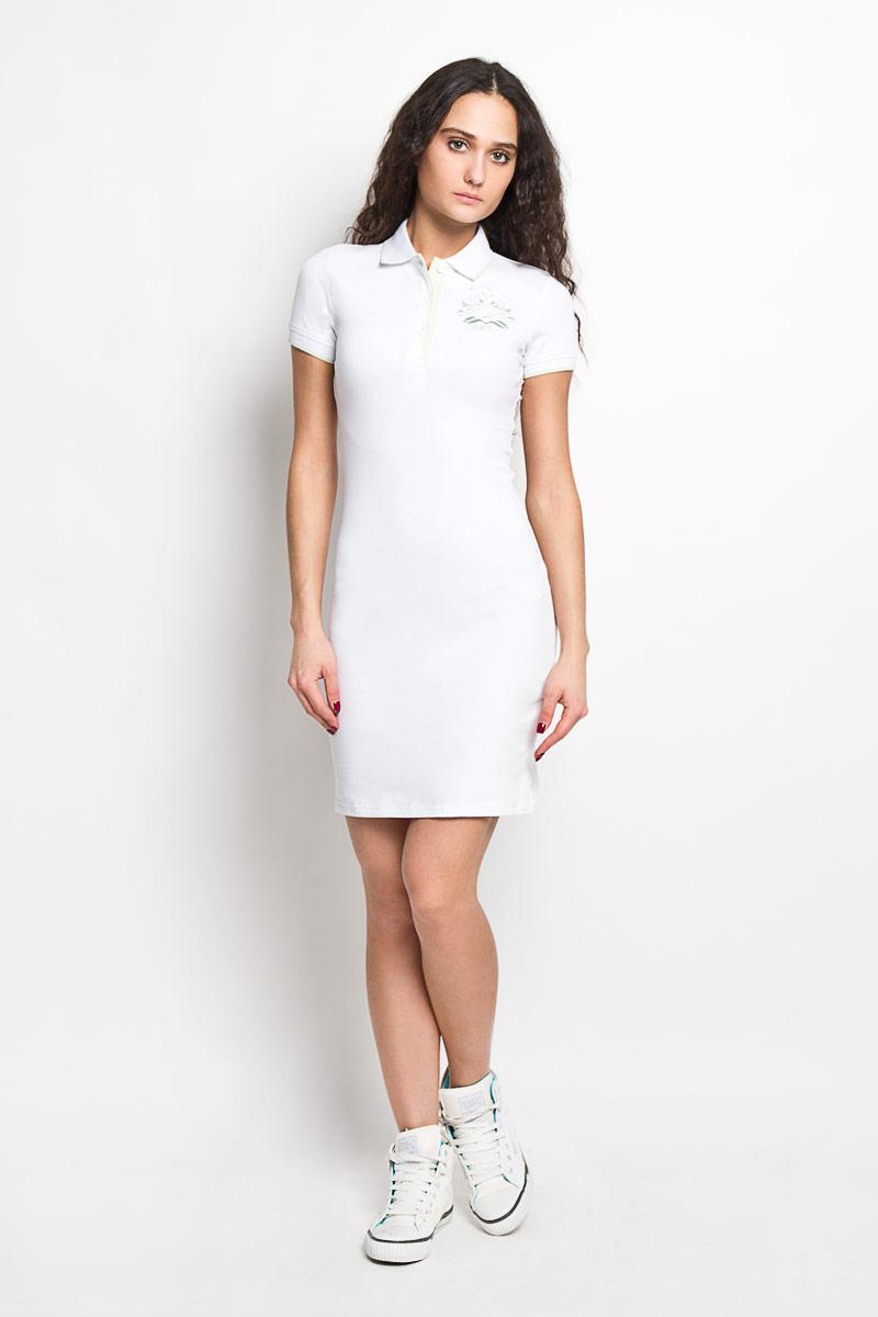B456201Элегантное платье Baon выполнено из высококачественного эластичного хлопка. Такое платье обеспечит вам комфорт и удобство при носке. Модель с короткими рукавами и отложным воротником выгодно подчеркнет все достоинства вашей фигуры. Платье застегивается на три пластиковые пуговицы сверху, манжеты рукавов дополнены эластичными резинками. Платье украшено вышивкой с логотипом производителя. Изысканное платье-миди создаст обворожительный и неповторимый образ. Это модное и удобное платье станет превосходным дополнением к вашему гардеробу, оно подарит вам удобство и поможет вам подчеркнуть свой вкус и неповторимый стиль.