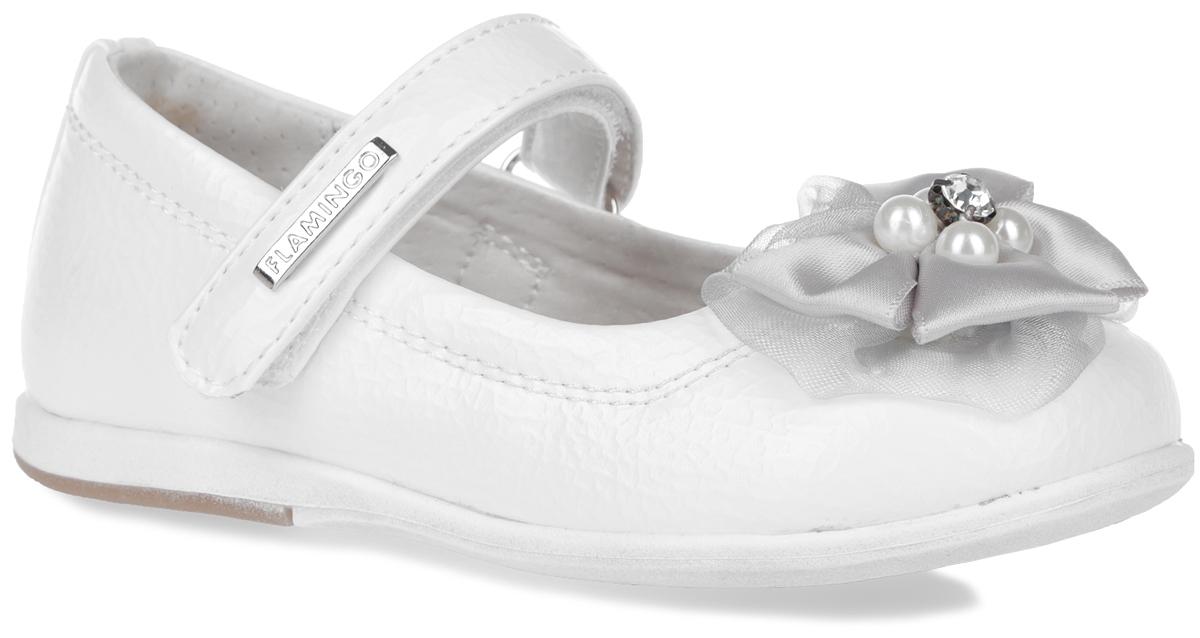 Туфли для девочки. 61-XT13761-XT137Элегантные туфли от торговой марки Flamingo придутся по душе вашей юной моднице! Модель изготовлена из искусственной кожи. Мыс туфель оформлен двойным текстильным бантиком, декорированным бусинами и кристаллом. Ремешок на застежке-липучке отвечает за надежную фиксацию модели на ноге. Внутренняя поверхность и стелька, выполненные из натуральной кожи, обеспечивают комфорт при ходьбе. Стелька дополнена супинатором, который гарантирует правильное положение ноги ребенка, предотвращает плоскостопие. Подошва с рифлением обеспечивает идеальное сцепление с любыми поверхностями. Удобные туфли - незаменимая вещь в гардеробе каждой девочки.