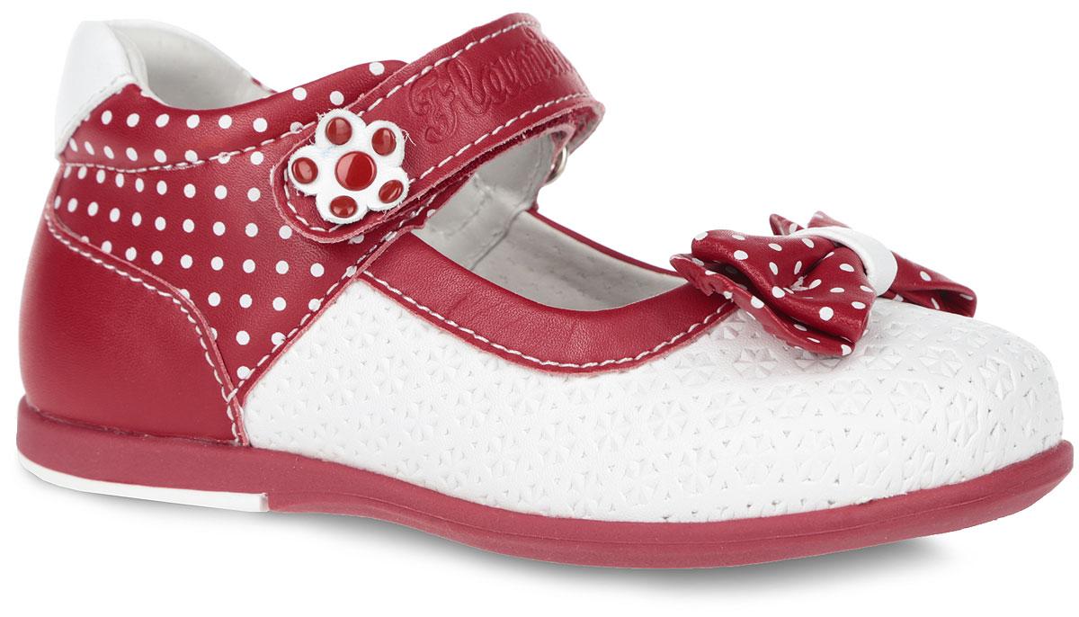 Туфли для девочки. 61-XT13661-XT135Элегантные туфли от торговой марки Flamingo придутся по душе вашей юной моднице! Модель изготовлена из искусственной кожи и оформлена декоративным тиснением и принтом в горох. Мыс туфель дополнен очаровательным бантиком. Ремешок на застежке-липучке отвечает за надежную фиксацию модели на ноге. Внутренняя поверхность и стелька, выполненные из натуральной кожи, обеспечивают комфорт при ходьбе. Стелька дополнена супинатором, который гарантирует правильное положение ноги ребенка, предотвращает плоскостопие. Подошва с рифлением обеспечивает идеальное сцепление с любыми поверхностями. Удобные туфли - незаменимая вещь в гардеробе каждой девочки.
