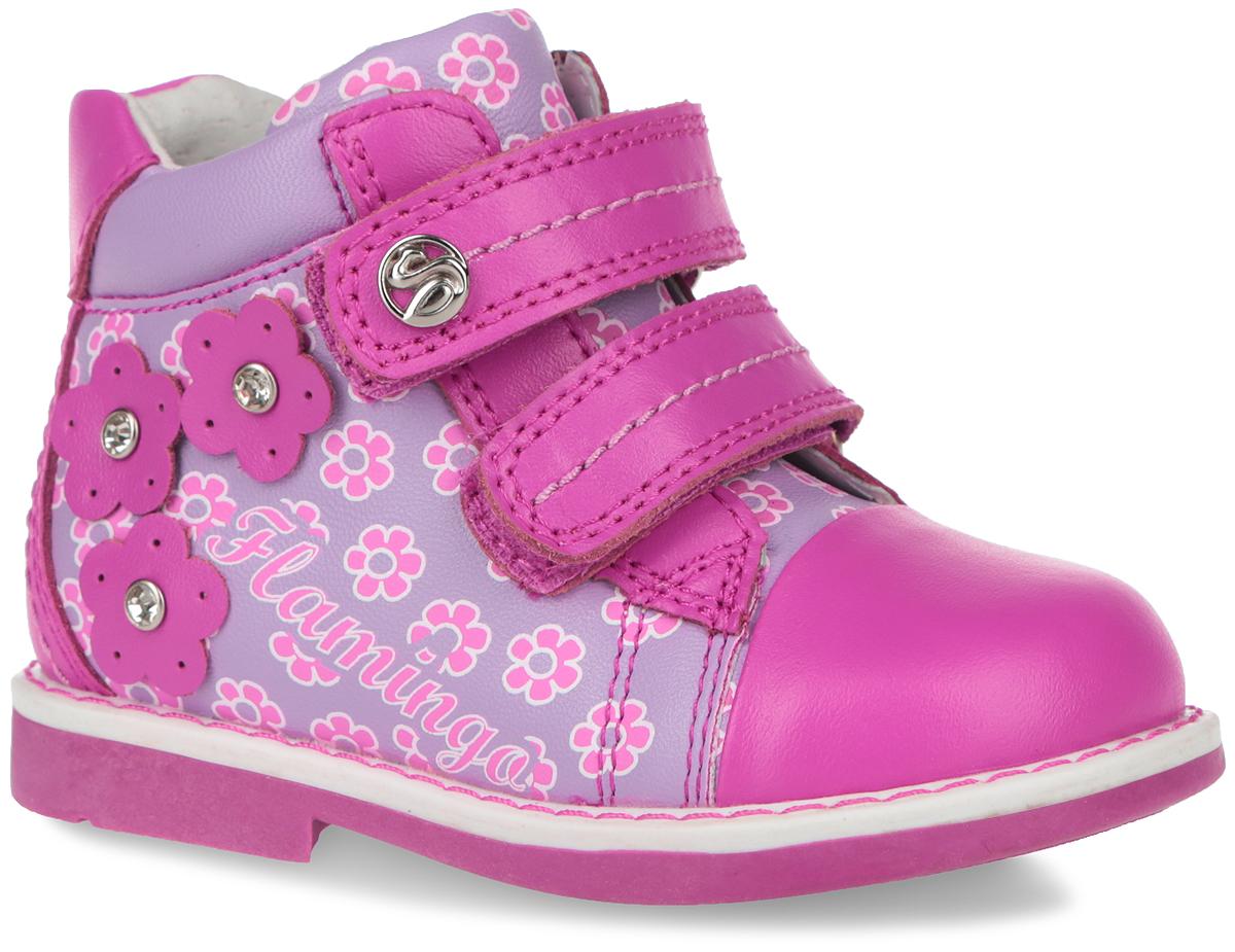 61-XP106Чудесные детские ботинки от Flamingo очаруют вашу дочурку с первого взгляда. Модель выполнена из натуральной кожи с декоративными вставками из искусственной кожи и оформлена цветочным принтом и аппликациями из цветов со стразами. Верхняя часть и подкладка, изготовленные из натуральной кожи, обеспечивают дополнительный комфорт и предотвращают натирание. Стелька с супинатором, выполненная из натуральной кожи, обеспечивает максимальную устойчивость ноги при ходьбе, правильное формирование стопы и снижение общей утомляемости ног. Ремешки на застежке-липучке, один из которых декорирован металлической символикой бренда, помогают оптимально подогнать полноту обуви по ноге и гарантируют надежную фиксацию. Благодаря такой застежке ребенок может самостоятельно надевать обувь. Прочная подошва, выполненная из полимерного термопластичного материала, оснащена рифлением для лучшего сцепления с поверхностью. Модные ботинки замечательно дополнят любой наряд и займут достойное место в...