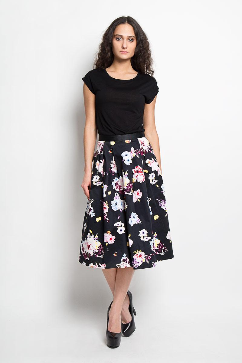 ЮбкаB476013Эффектная юбка Baon выполнена из высококачественного эластичного хлопка, она обеспечит вам комфорт и удобство при носке. Юбка-миди А-силуэта имеет пришивной пояс и застегивается на молнию сзади. Юбка дополнена двумя втачными карманами спереди и оформлена красочным цветочным принтом. Модная юбка-миди выгодно освежит и разнообразит ваш гардероб. Создайте женственный образ и подчеркните свою яркую индивидуальность! Классический фасон и оригинальное оформление этой юбки сделают ваш образ непревзойденным.