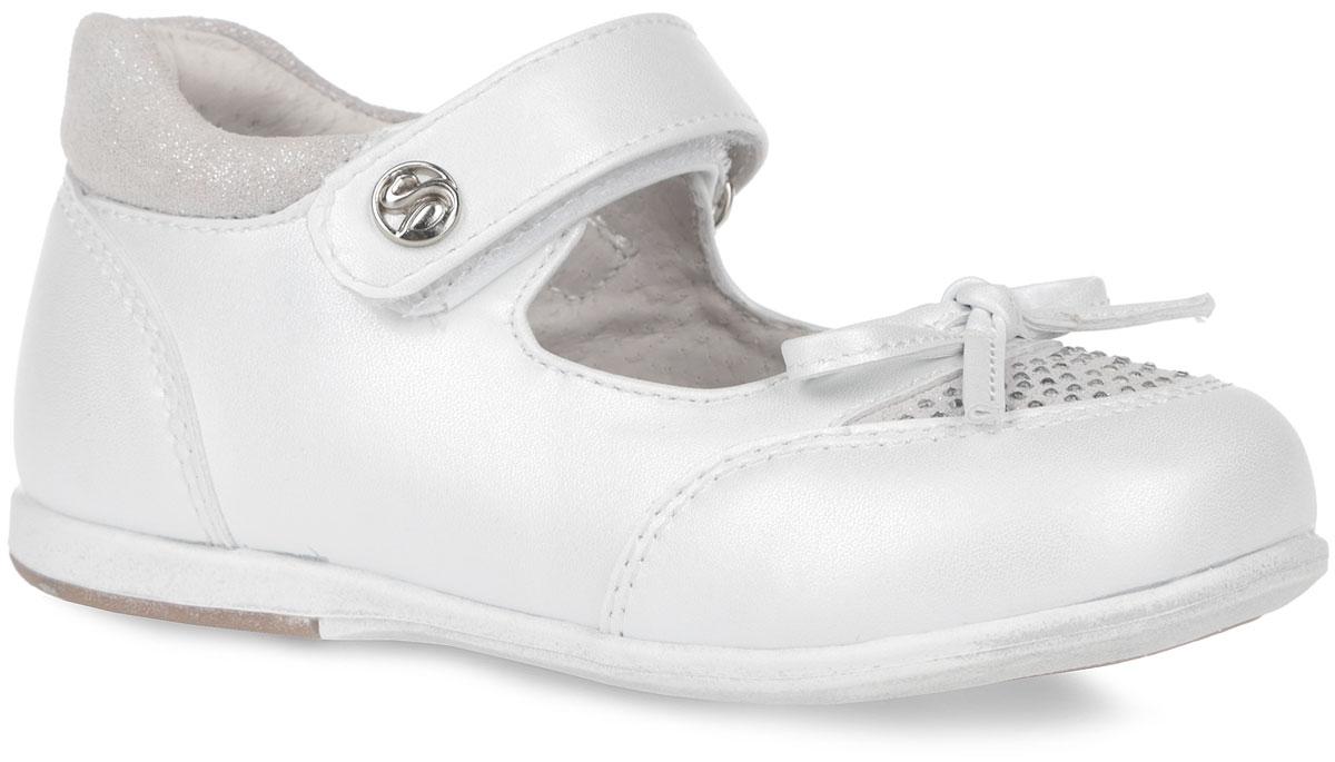 Туфли для девочки. 61-XT13961-XT139Элегантные туфли от торговой марки Flamingo придутся по душе вашей юной моднице! Модель изготовлена из искусственной кожи и дополнена на мысе и пятке вставками из натуральной кожи. Мыс туфель оформлен симпатичным бантиком и стразами. Ремешок на застежке-липучке отвечает за надежную фиксацию модели на ноге. Внутренняя поверхность и стелька, выполненные из натуральной кожи, обеспечивают комфорт при ходьбе. Стелька дополнена супинатором, который гарантирует правильное положение ноги ребенка, предотвращает плоскостопие. Подошва с рифлением обеспечивает идеальное сцепление с любыми поверхностями. Удобные туфли - незаменимая вещь в гардеробе каждой девочки.