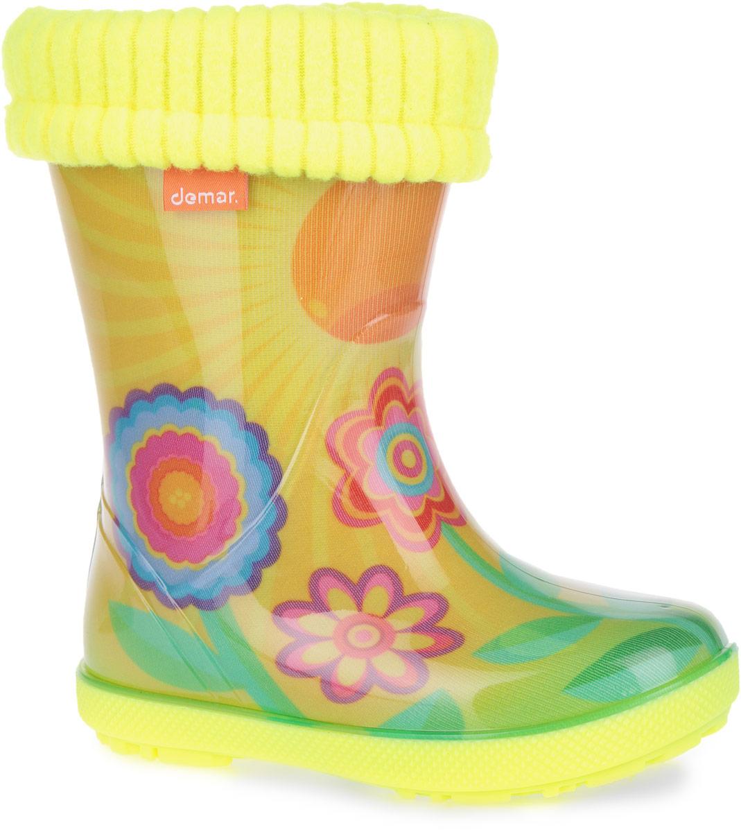 0448/0449_СолнышкоОчаровательные резиновые сапоги Hawai Lux Exclusive от Demar помогут вашей девочке создать яркий, запоминающийся образ! Модель изготовлена из качественного ПВХ и оформлена изображениями цветов и солнышка. Ширина голенища компенсирует отсутствие застежек. Главным преимуществом резиновых сапожек является наличие съемного текстильного носка, который можно вынуть и легко просушить. На задней поверхности изделия расположен светоотражающий элемент, отвечающий за безопасность ребенка в темное время суток. Подошва с глубоким рисунком протектора обеспечивает отличное сцепление с любой поверхностью. Яркие резиновые сапоги поднимут вам и вашему ребенку настроение в дождливую погоду!