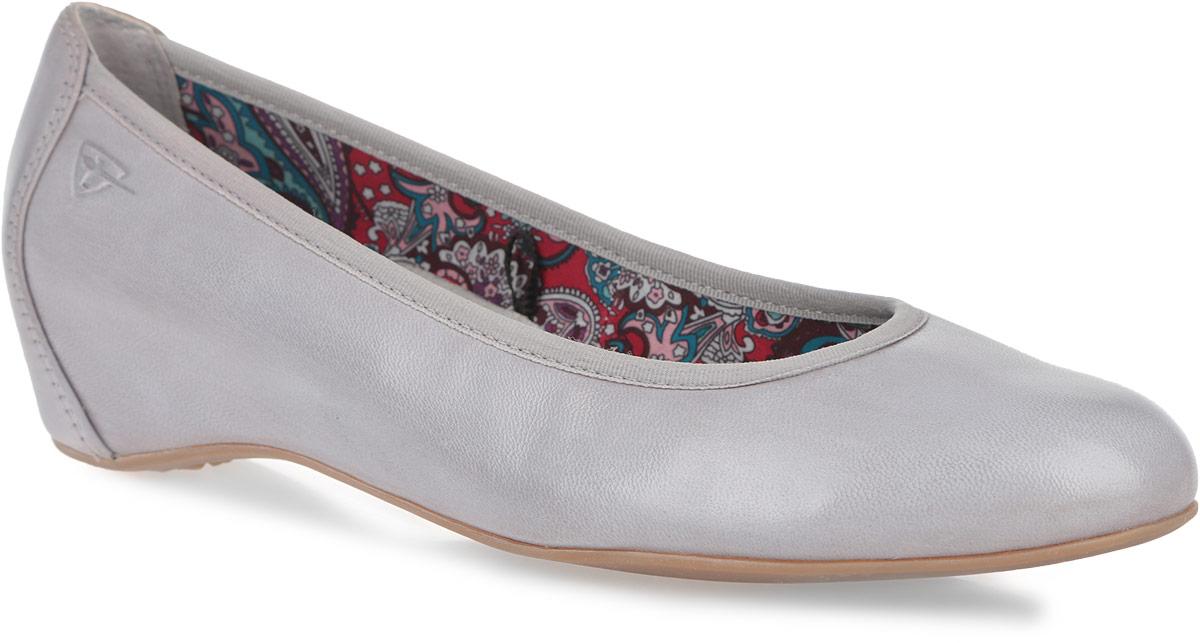 Туфли женские. 1-1-22421-26-2271-1-22421-26-227Оригинальные женские туфли от Tamaris заинтересуют вас своим дизайном! Модель выполнена из натуральной кожи. Округлый носок смотрится невероятно женственно. Подкладка, исполненная из текстиля и натуральной кожи, и мягкая стелька из ЭВА материала с поверхностью из натуральной кожи обеспечивают комфорт при движении. Невысокая скрытая танкетка устойчива. Подошва оснащена рифлением для лучшей сцепки с поверхностью. Такие туфли займут достойное место в вашем гардеробе и подчеркнут ваш безупречный вкус.