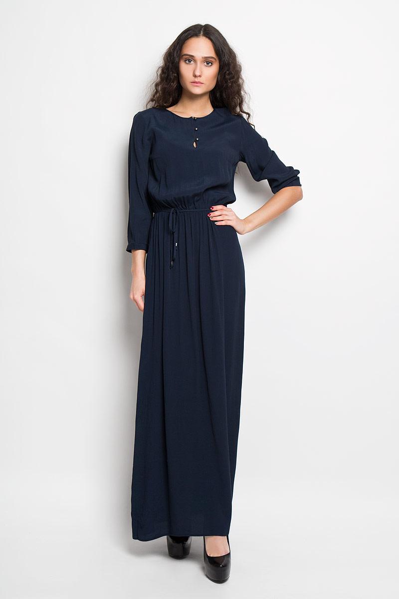 ПлатьеB456009Элегантное платье Baon выполнено из вискозы, лёгкое и струящееся платье обеспечит вам комфорт и удобство при носке. Модель с рукавами 3/4 и круглым вырезом горловины выгодно подчеркнет все достоинства вашей фигуры. Платье застегивается на три пуговицы от линии горловины. Линия талии дополнена вшитой эластичной резинкой и тонким поясом, который входит в комплект. Рукава дополнены узкими манжетами на пуговицах. Изысканное платье-макси создаст обворожительный и неповторимый образ. Это модное и удобное платье станет превосходным дополнением к вашему гардеробу, оно подарит вам удобство и поможет вам подчеркнуть свой вкус и неповторимый стиль.