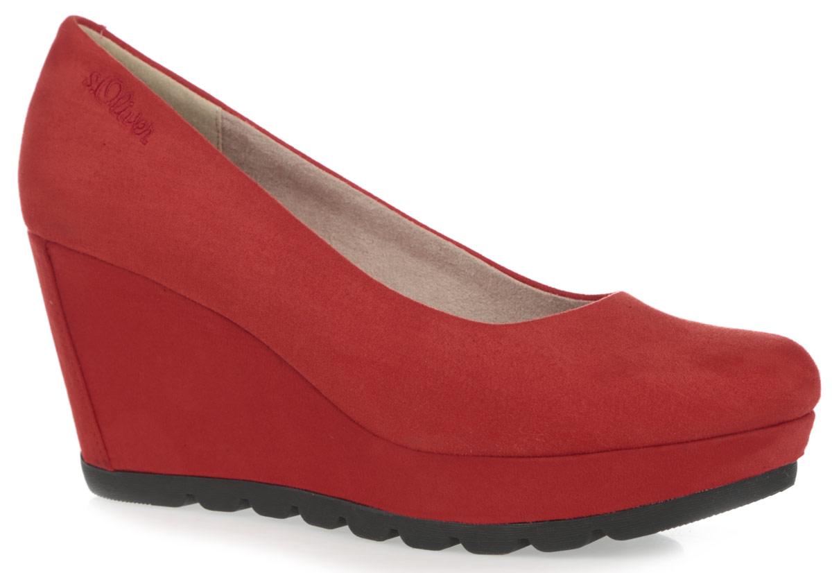 Туфли женские. 5-5-22428-265-5-22428-26-001Элегантные туфли на танкетке от S.Oliver не только гарантируют удобство, но и служат для создания женственного и привлекательного образа своей владелицы. Модель выполнена из высококачественного текстильного материала. Танкетка и боковая сторона декорированы вышитым логотипом бренда. Внутренняя поверхность и стелька изготовлены из текстиля и искусственных материалов. Рифленая поверхность подошвы обеспечивает хорошее сцепление с любыми поверхностями. Такие туфли изящно подчеркнут вашу индивидуальность.