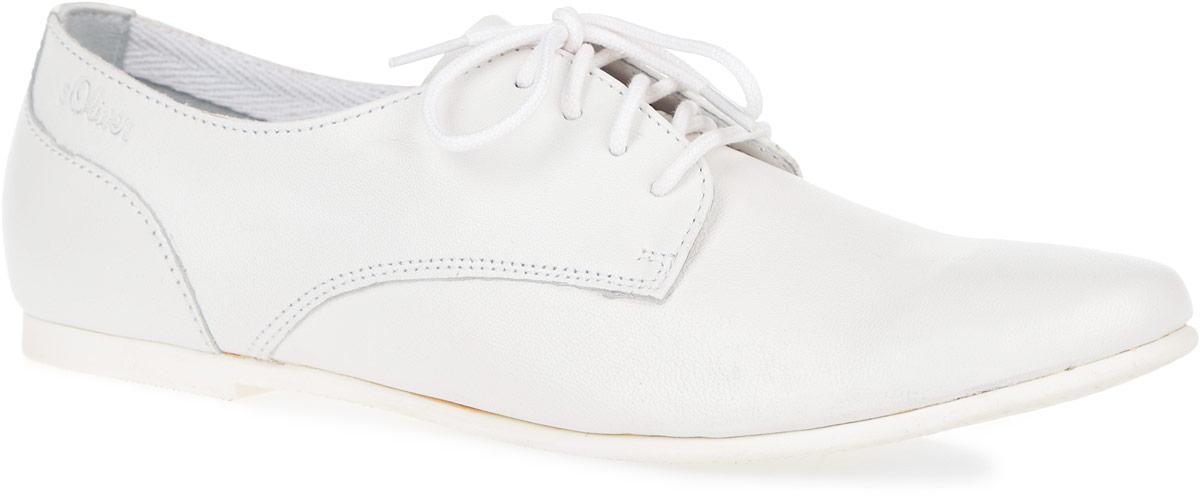 Полуботинки женские. 5-5-23207-265-5-23207-26-100Стильные и невероятно удобные женские полуботинки от S.Oliver - отличный вариант на каждый день. Модель выполнена из натуральной кожи. Верх изделия оформлен классической шнуровкой, которая надежно фиксирует модель на ноге. Сбоку обувь декорирована тиснением в виде названия бренда. Внутренняя поверхность из натуральной кожи и стелька из ЭВА-материала с поверхностью из натуральной кожи обеспечат комфорт. Низкий широкий каблук и подошва с рельефным протектором обеспечивают отличное сцепление с поверхностью. Модные полуботинки - незаменимая вещь в женском гардеробе.