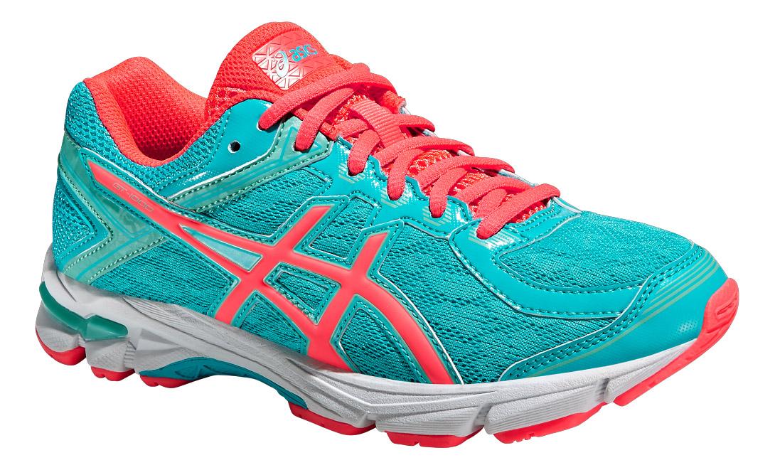 Кроссовки для девочки GT-1000 4 GS. C558N-3920C558N-3920Стильные кроссовки от Asics GT-1000 4 GS подойдут как для занятий физкультурой в школе, так и для прогулок на свежем воздухе. Модель выполнена из текстиля со вставками из полимерного материала и искусственной кожи разной фактуры. Классическая шнуровка надежно зафиксирует обувь на ноге. Подкладка, изготовленная из текстиля, предотвращает натирание. Съемная стелька из ЭВА с верхним текстильным покрытием обеспечит уют. Рисунок на стельке обозначает как правильно должна располагаться стопа. По бокам кроссовки декорированы оригинальным принтом. Язычок, препятствующий попаданию грязи во внутрь, дополнен вставкой с названием бренда, задник - символикой бренда и светоотражающим элементом, который создает дополнительную видимость в темное время суток. Вставка из термостойкого геля на силиконовой основе значительно уменьшает нагрузку на пятку, колени и позвоночник спортсмена, снижая возможность получения травмы. Колодка California предназначена для стабильности и...